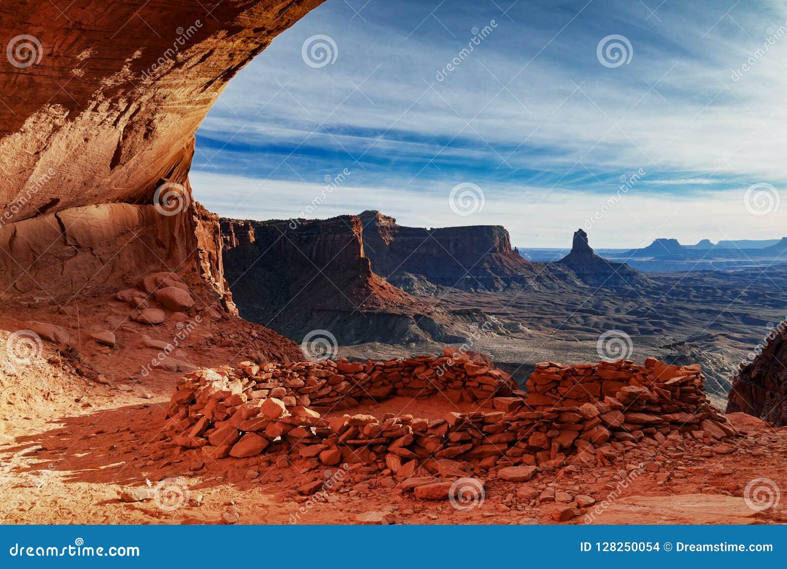 Por do sol do _ falso Kiva em Canyonlands