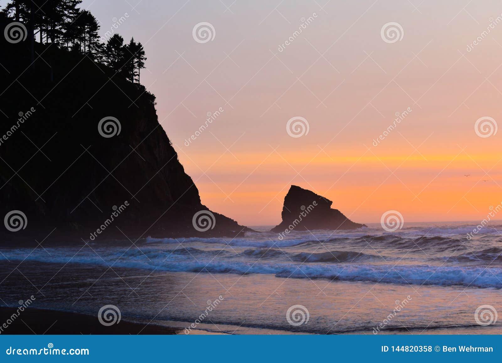 Por do sol na costa de oregon