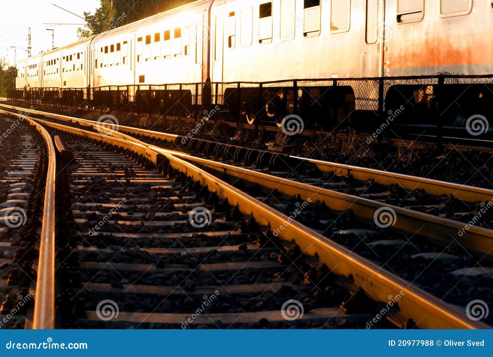 Por do sol na estação de comboio