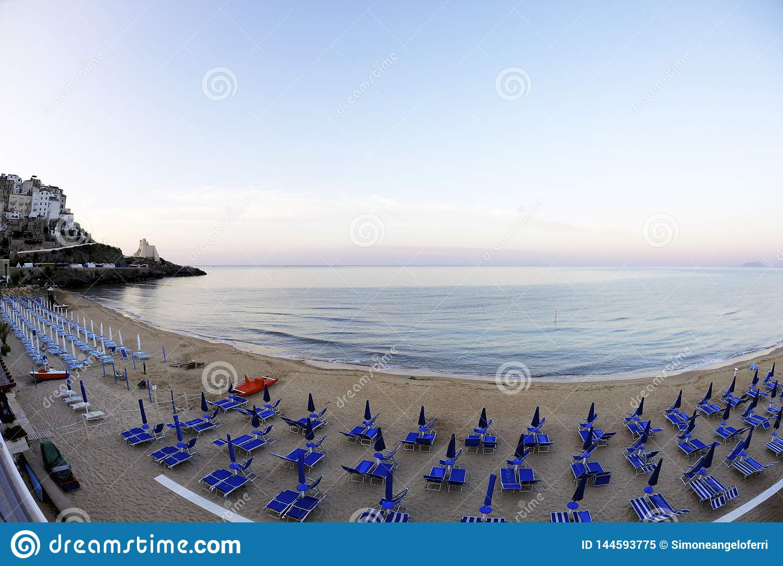 Por do sol na praia da cidade de Sperlonga Lazio, It?lia
