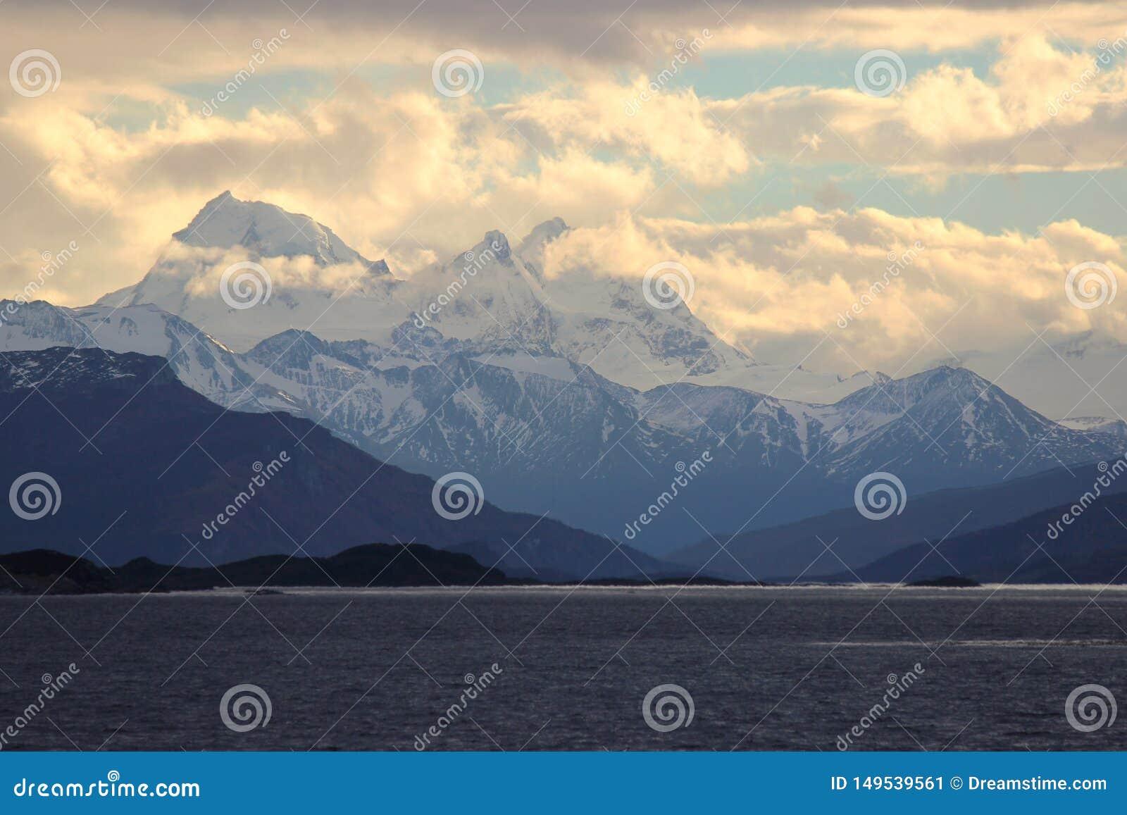 Por do sol nas montanhas Canaleta do lebreiro, Argentina