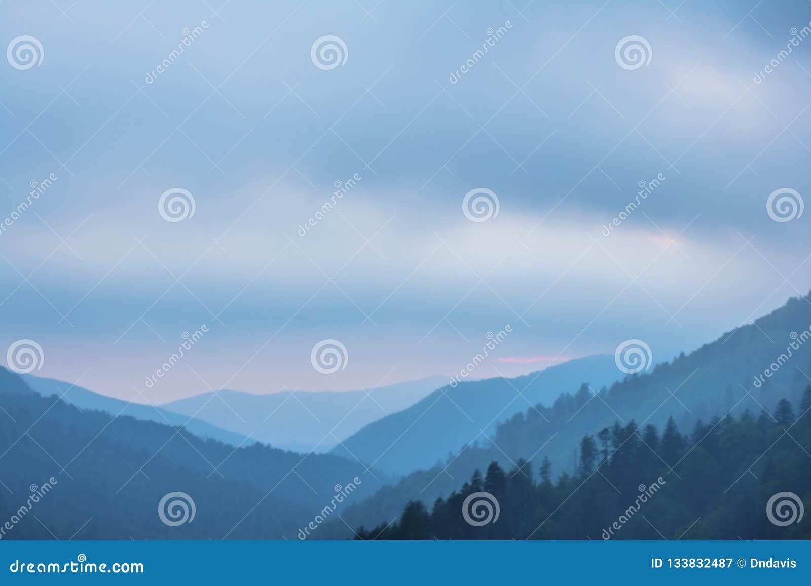 Por do sol nas montanhas fumarentos parque nacional, Tennessee, EUA