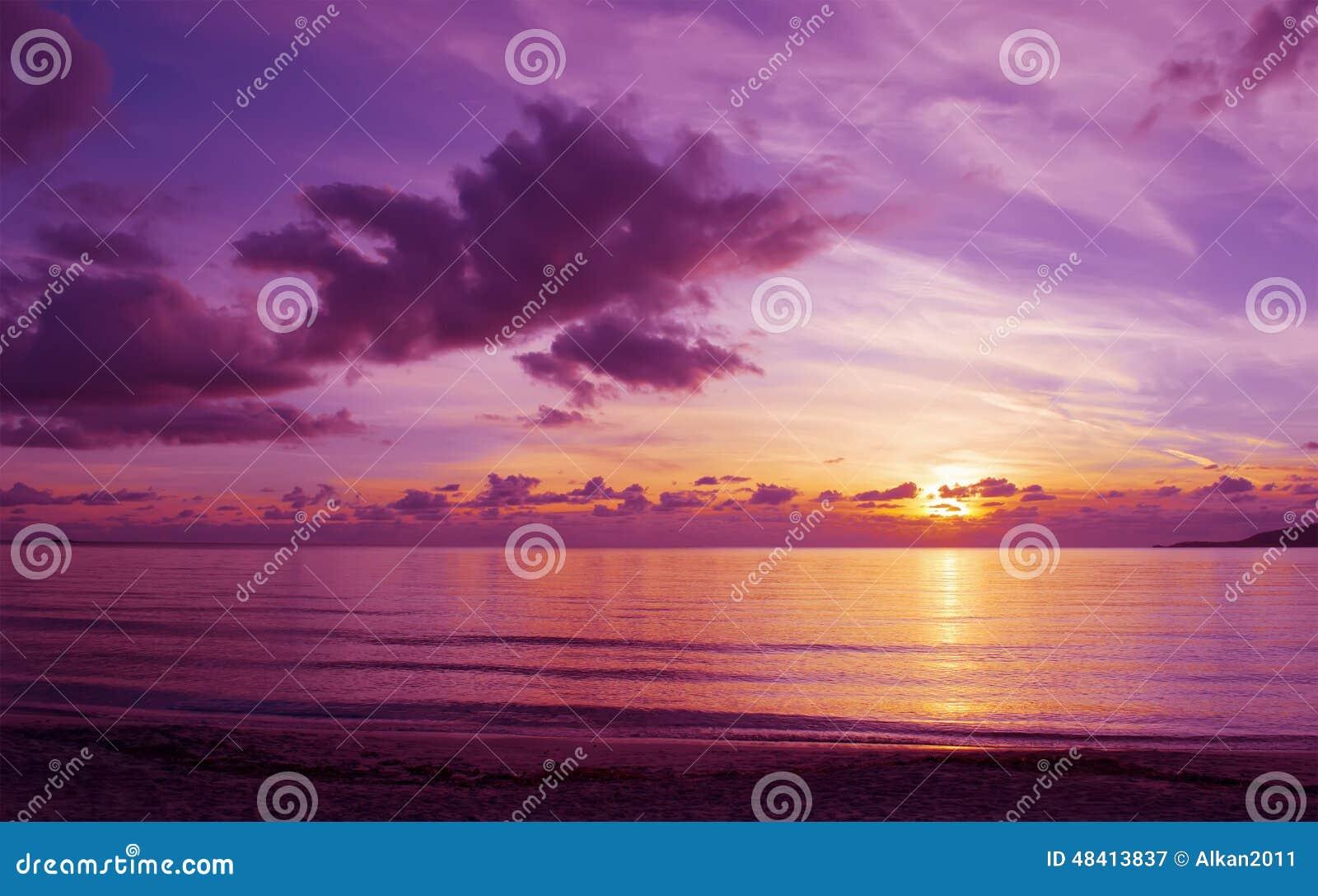 d0e31d3c644eb Por Do Sol Nebuloso Cor-de-rosa Em Alghero Imagem de Stock - Imagem ...