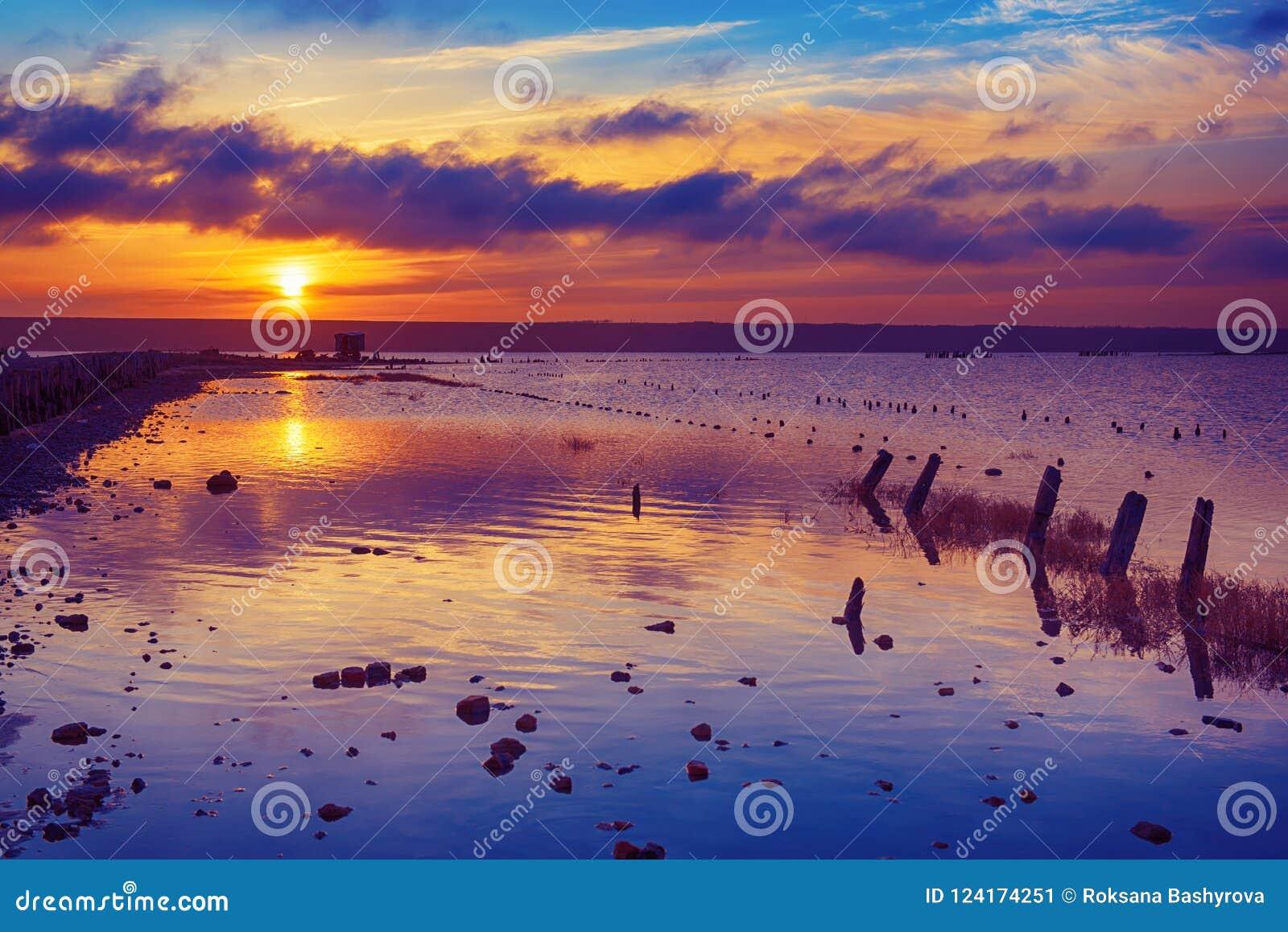Por do sol no lago
