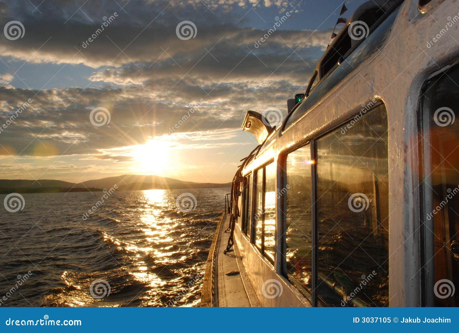 Por do sol no lago Lipno