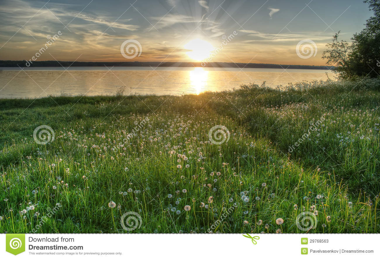 Por do sol no lago, Valdai, Rússia