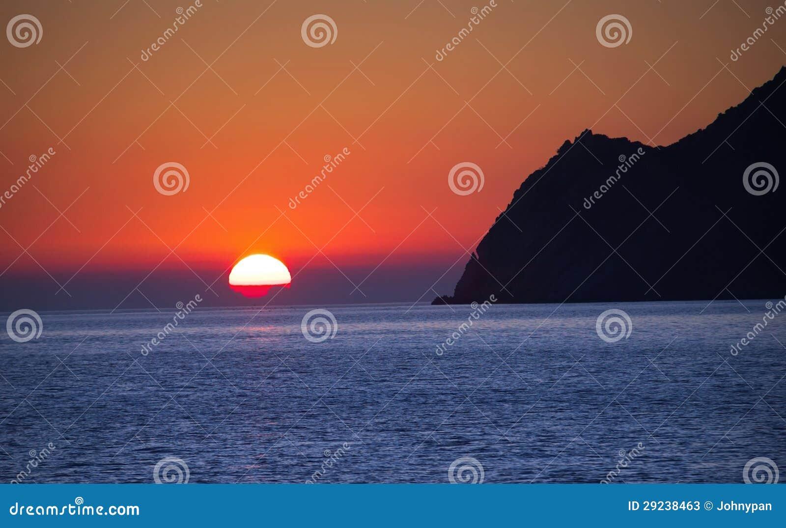 Download Por do sol no mar imagem de stock. Imagem de alpes, elevado - 29238463