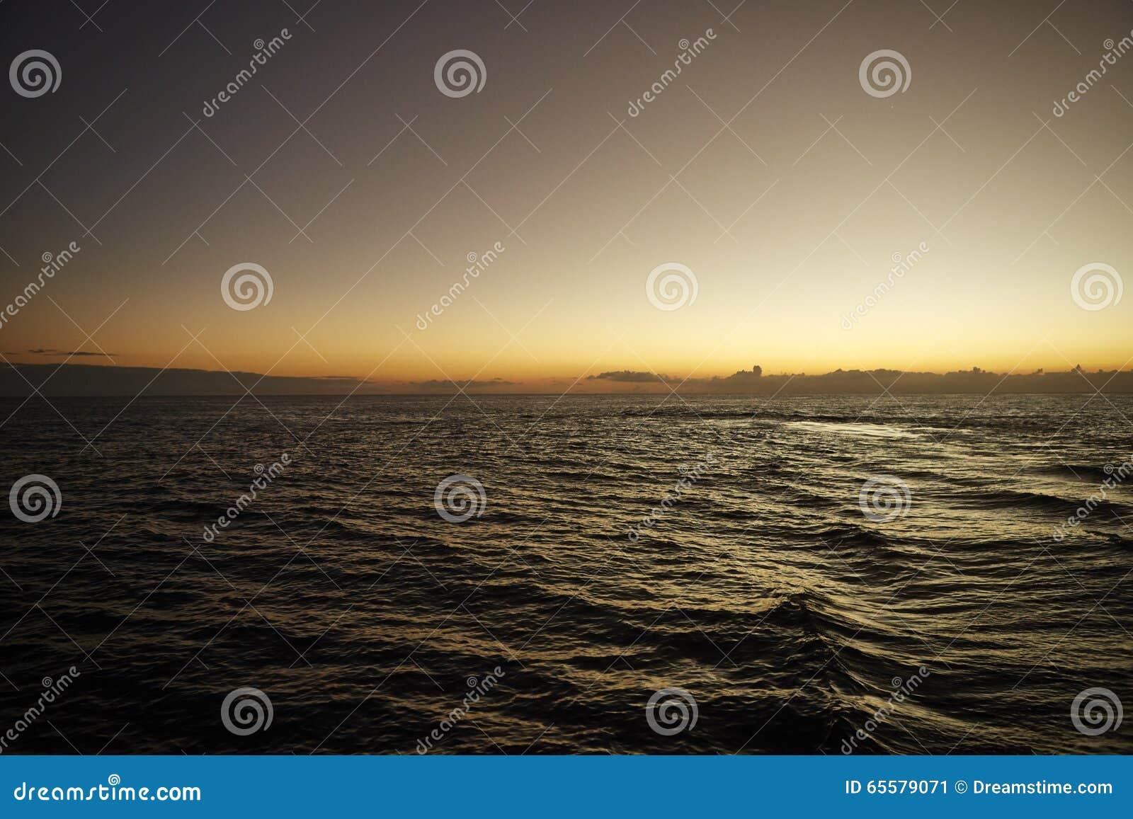 Por do sol no Oceano Pacífico
