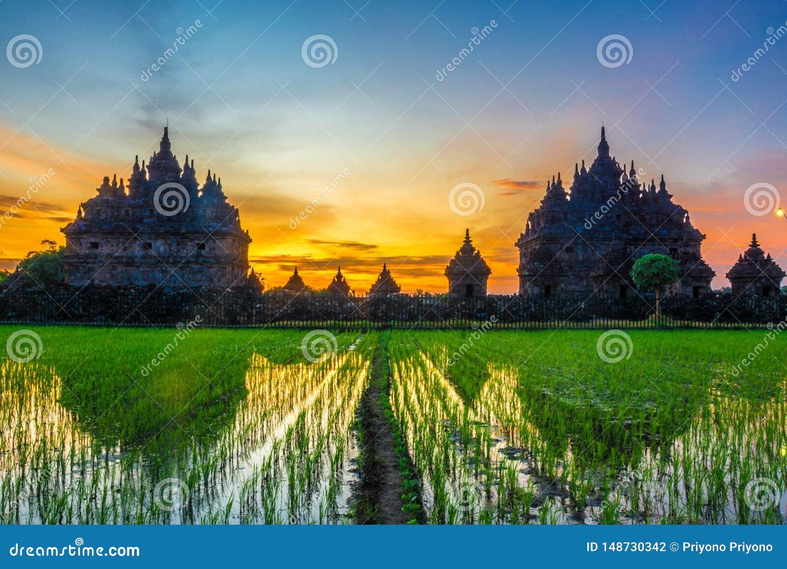 Por do sol no templo plaosan, Indon?sia