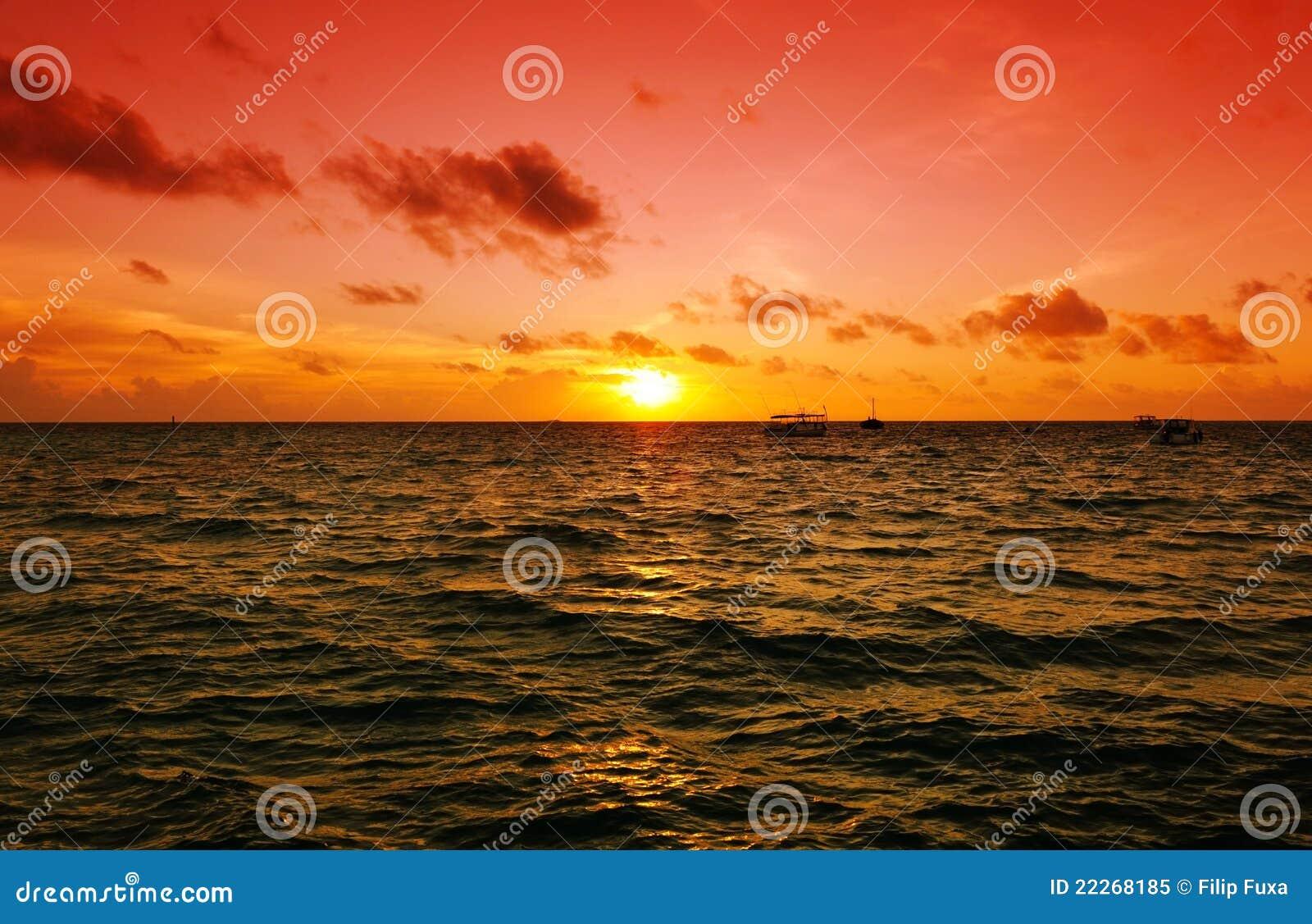 Por do sol nos Maldives