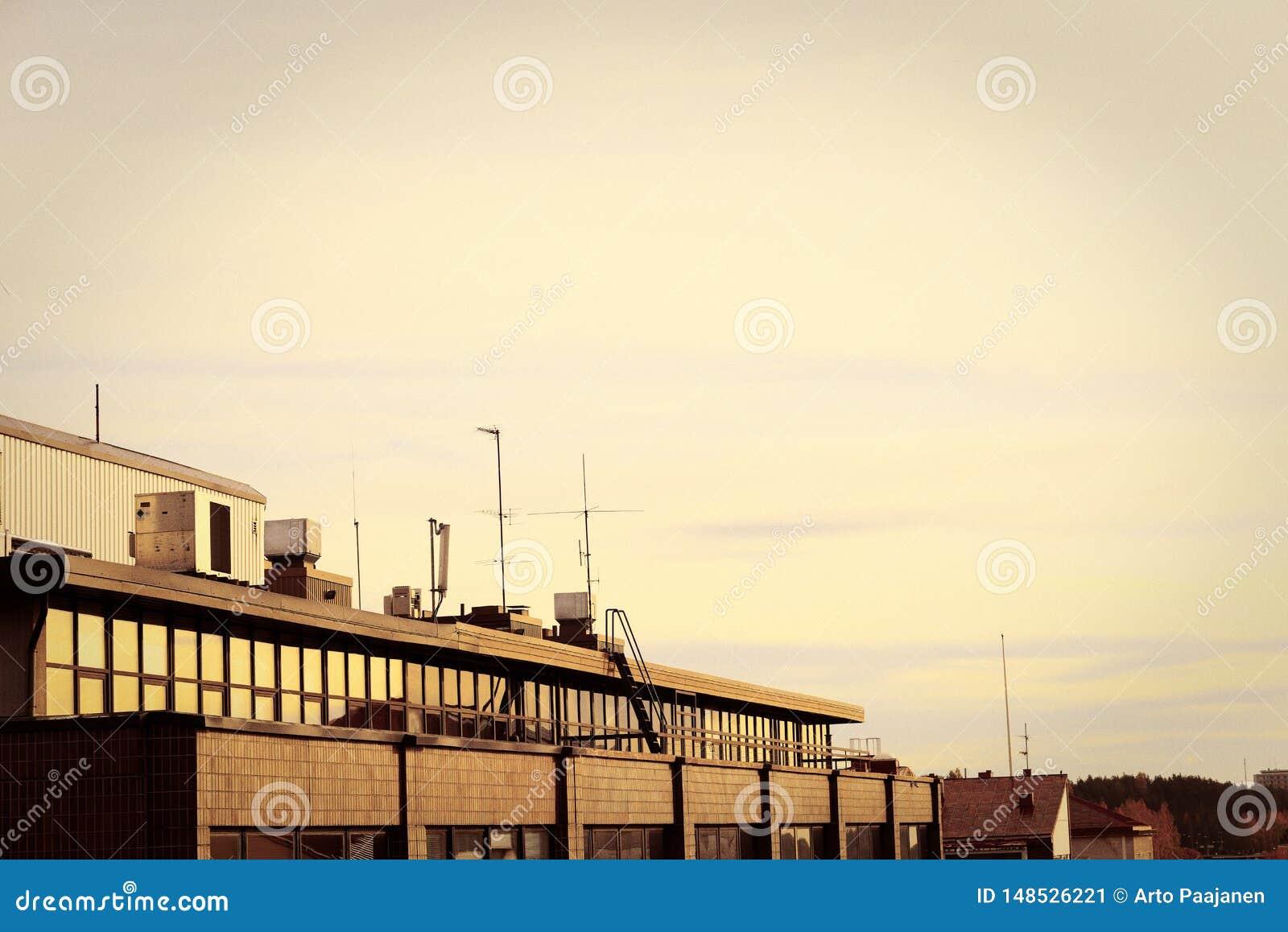 Por do sol nos telhados da cidade
