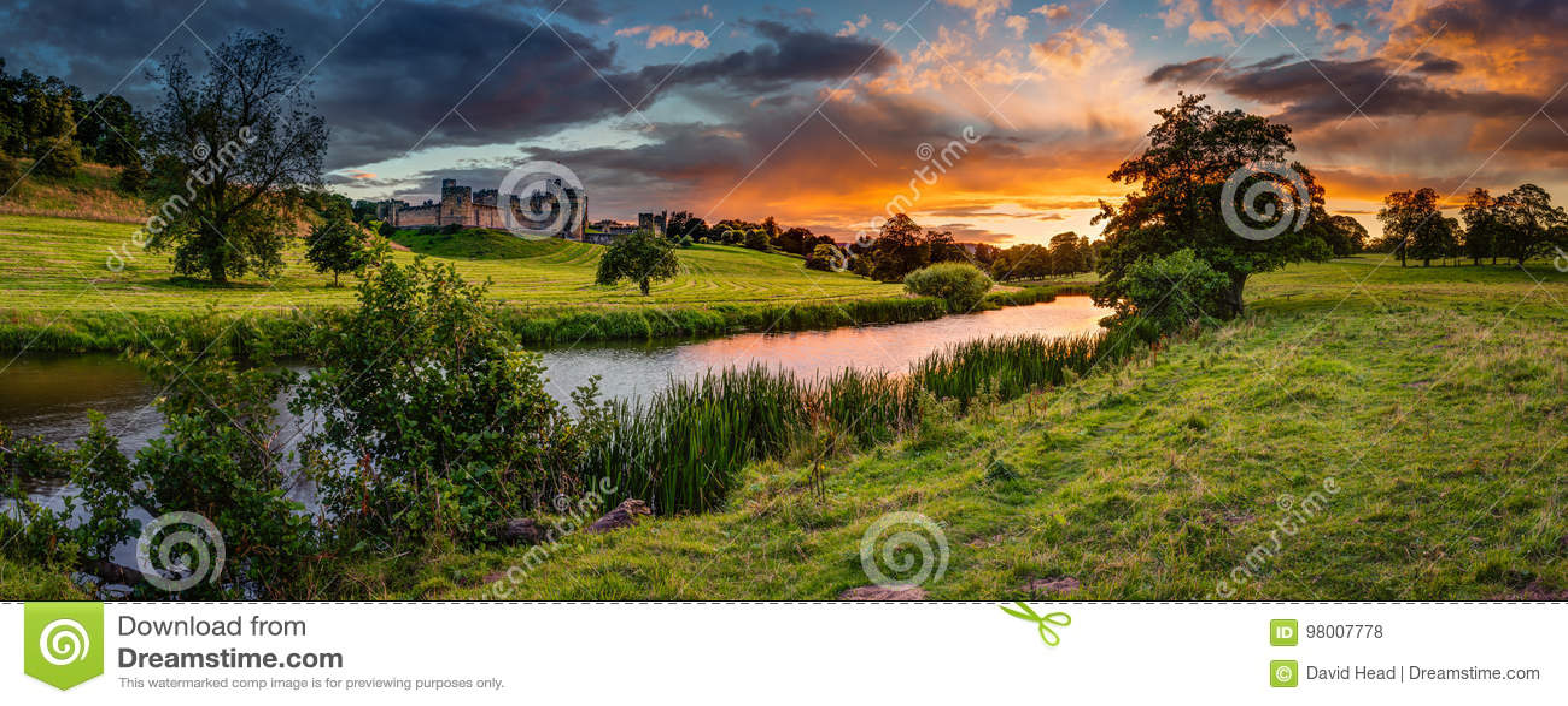 Por do sol panorâmico sobre o rio Aln