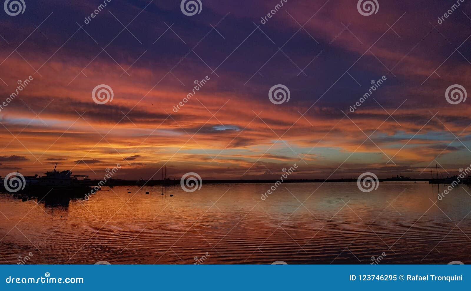 Por do sol do ` s da baía de Manila - Filipinas