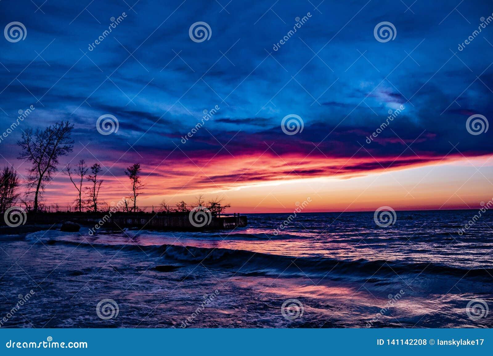 Por do sol sobre o lago Erie