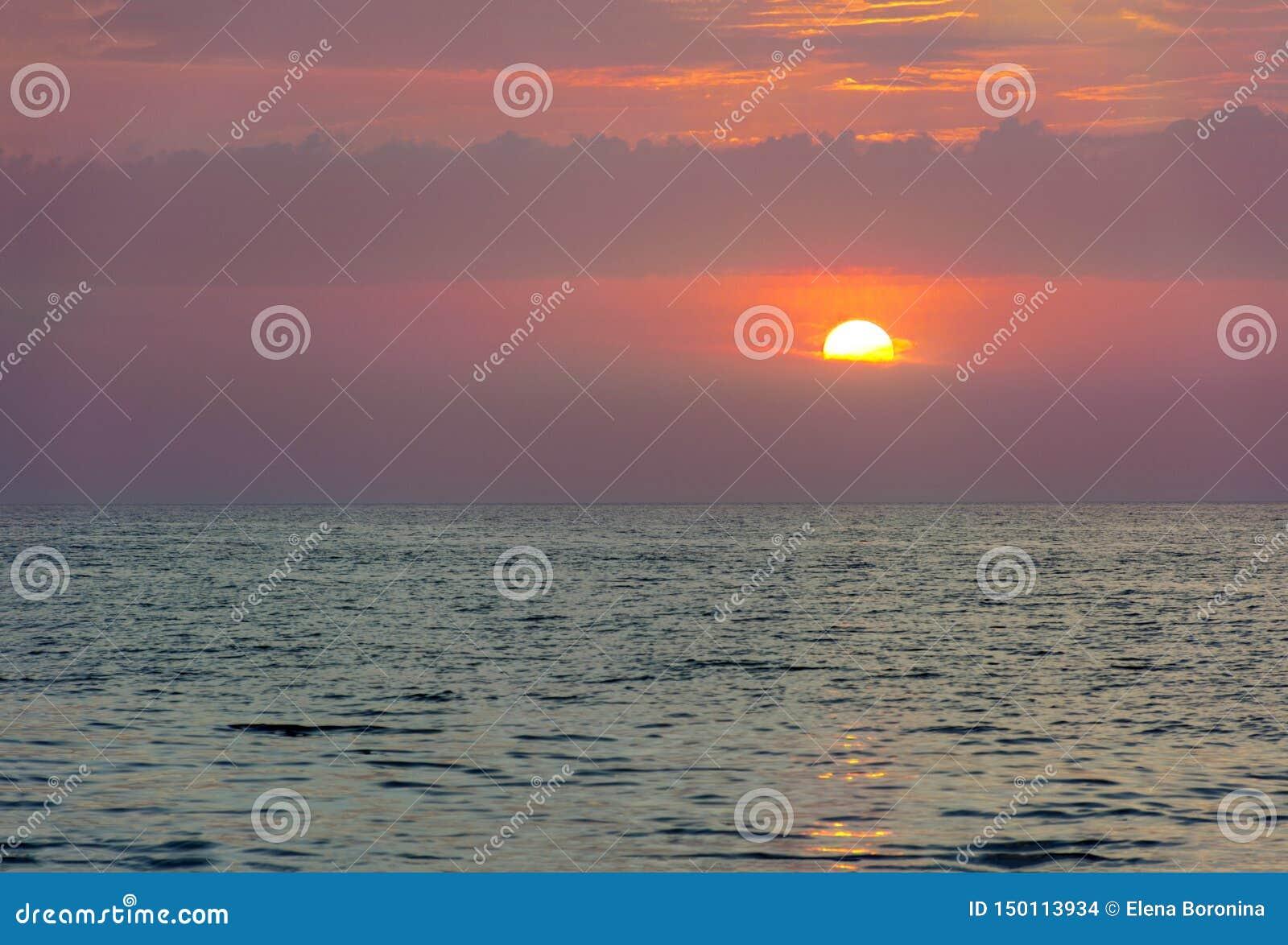 Por do sol sobre o Mar Egeu, Grécia, o Rodes