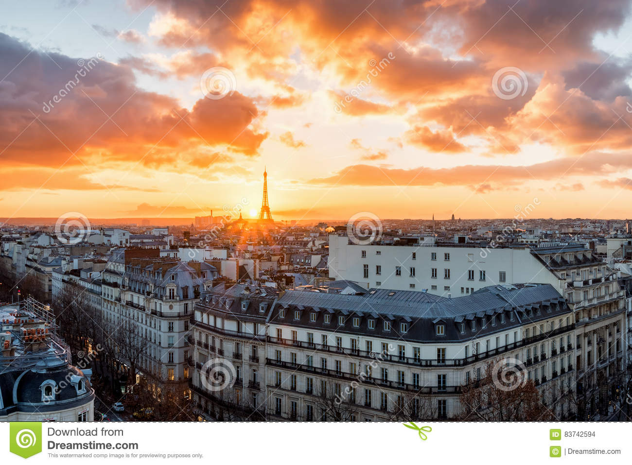 Por do sol sobre Paris