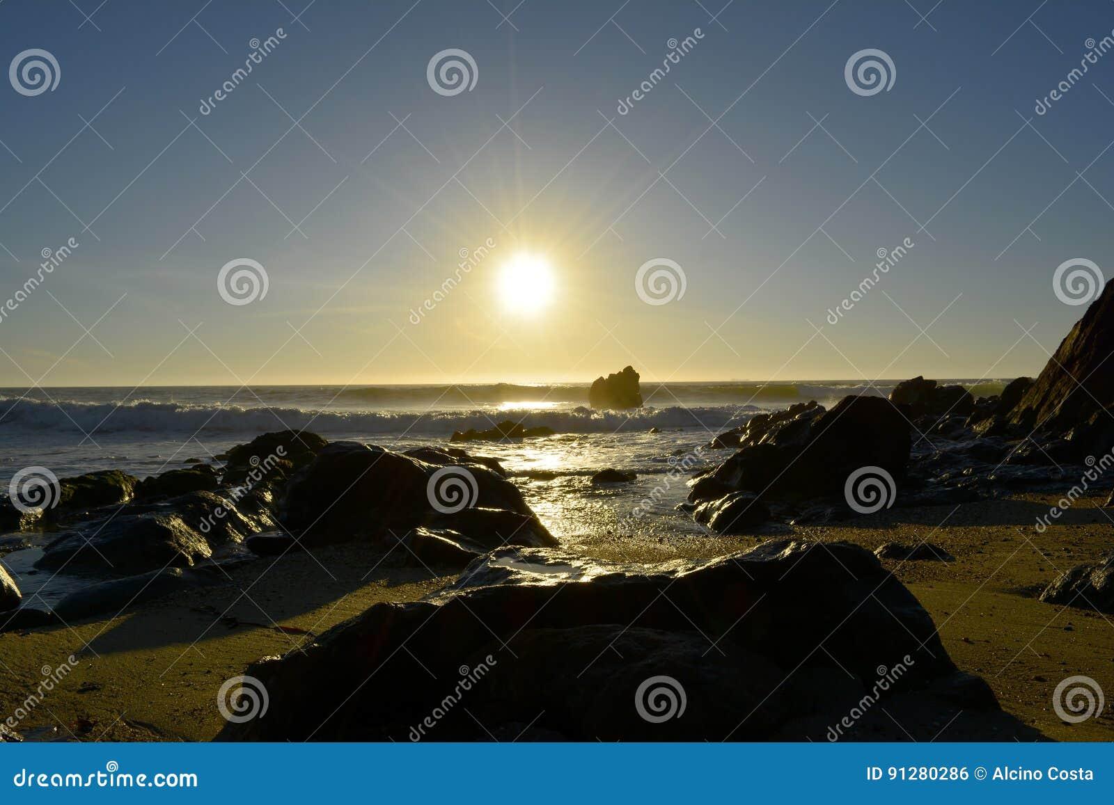 Por gör solenoid-na Praia_Sunset på stranden