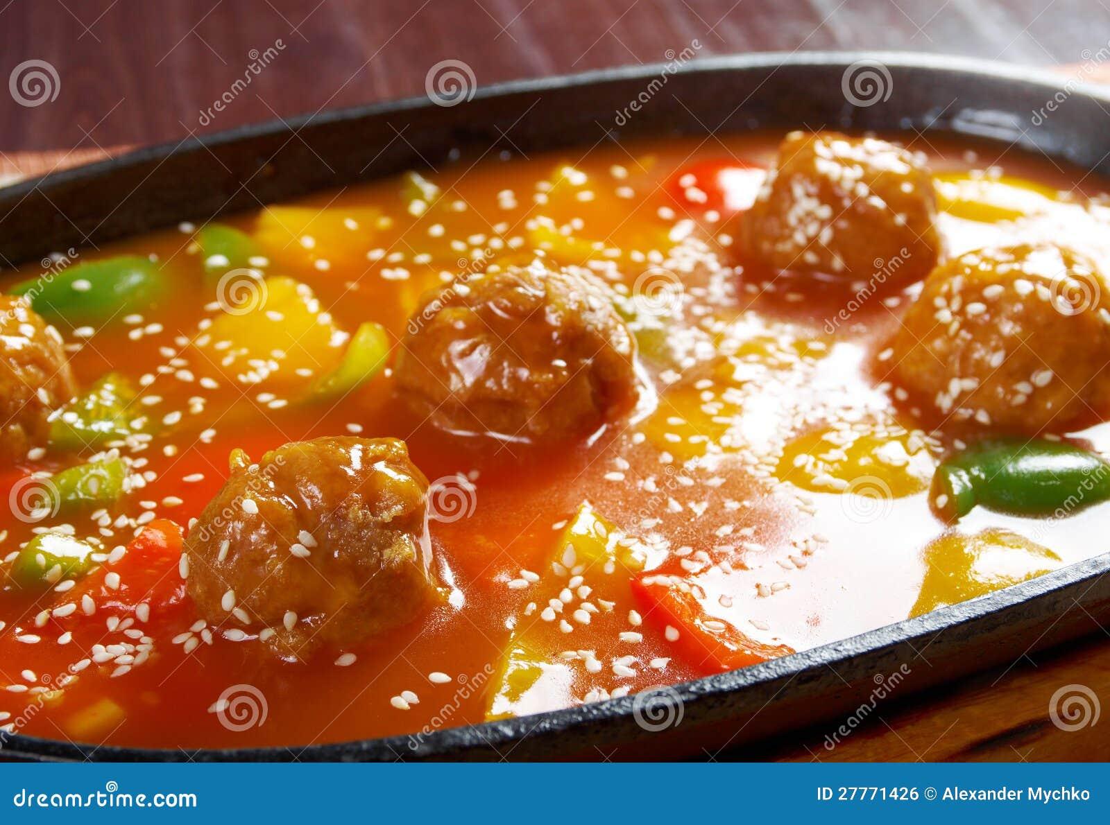 Porc avec de la sauce douce au goût âpre