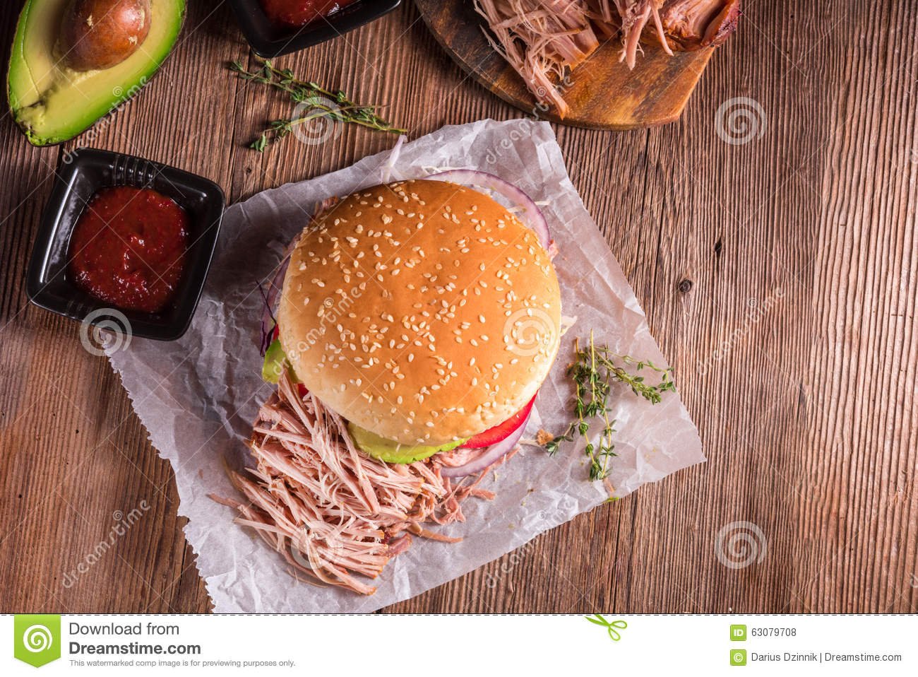 Download Porc tiré par hamburger photo stock. Image du coleslaw - 63079708