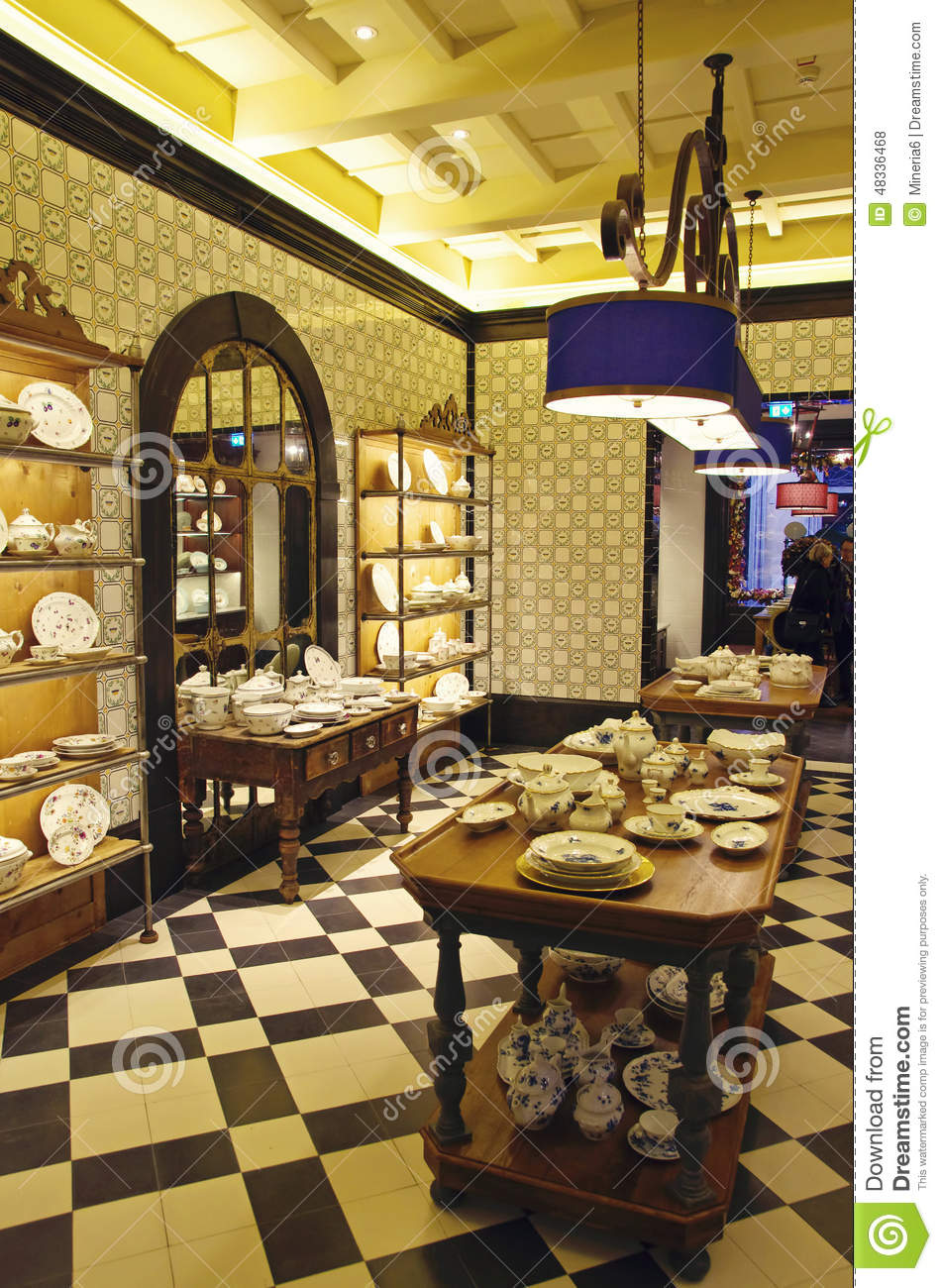 Porcelain pottery store stock photo image 48336468 for Dream store firenze
