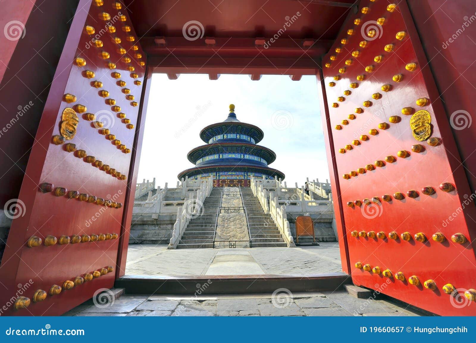 Porcelanowej bramy niebiańska świątynia