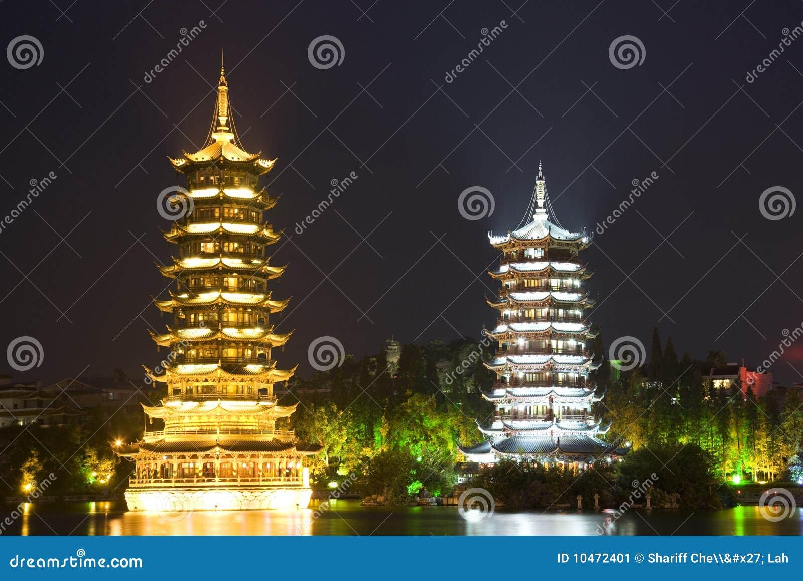Porcelanowy Guilin księżyc pagód słońce