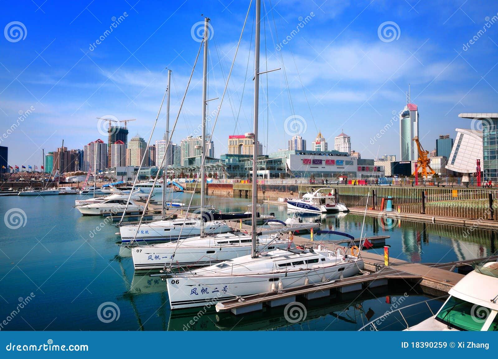 Porcelanowy miasta marina Qingdao jacht