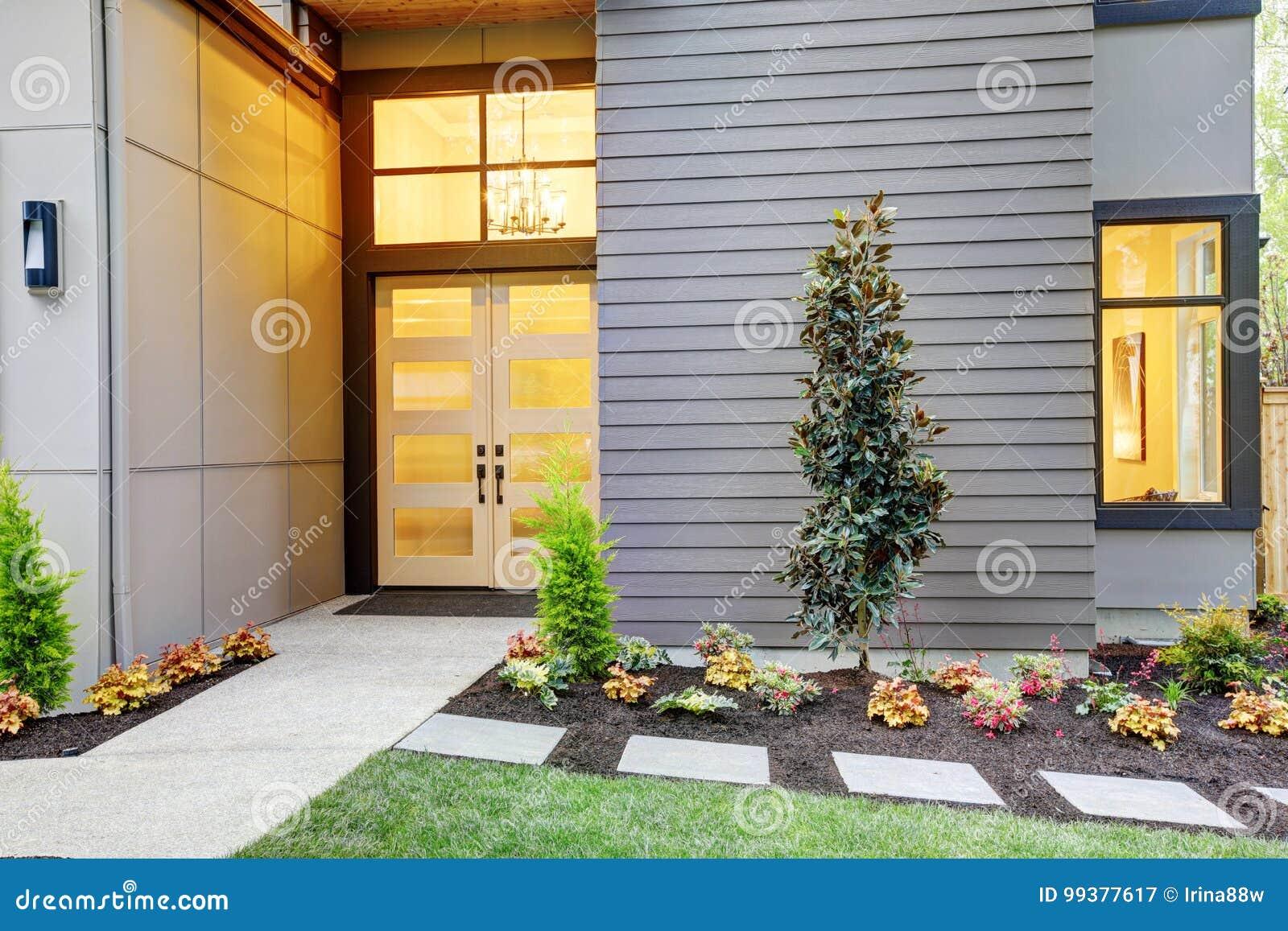 Porche D Entrée Maison Contemporaine porche d'entrée de maison de style contemporain dans