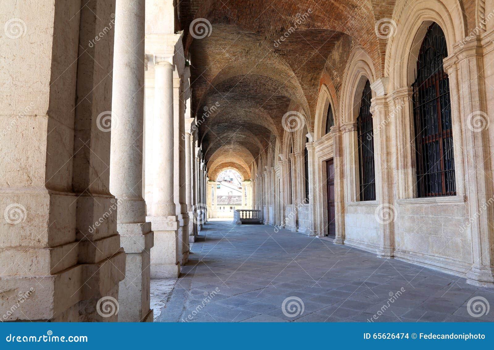 Porche de la basilique de Palladian le grand monument de la ville o