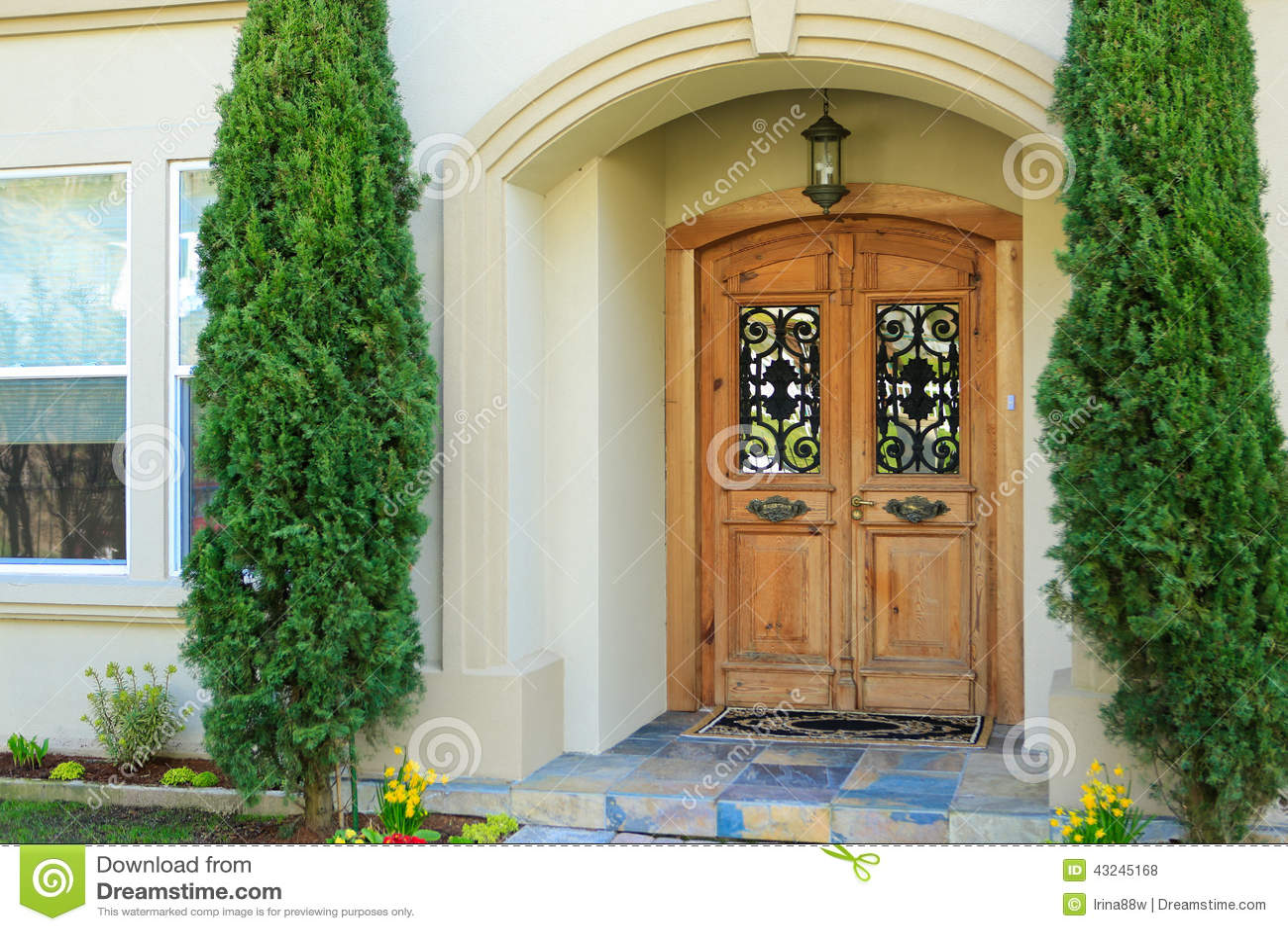 porche de luxe d 39 entr e de maison photo stock image du patrimoine r sidentiel 43245168. Black Bedroom Furniture Sets. Home Design Ideas
