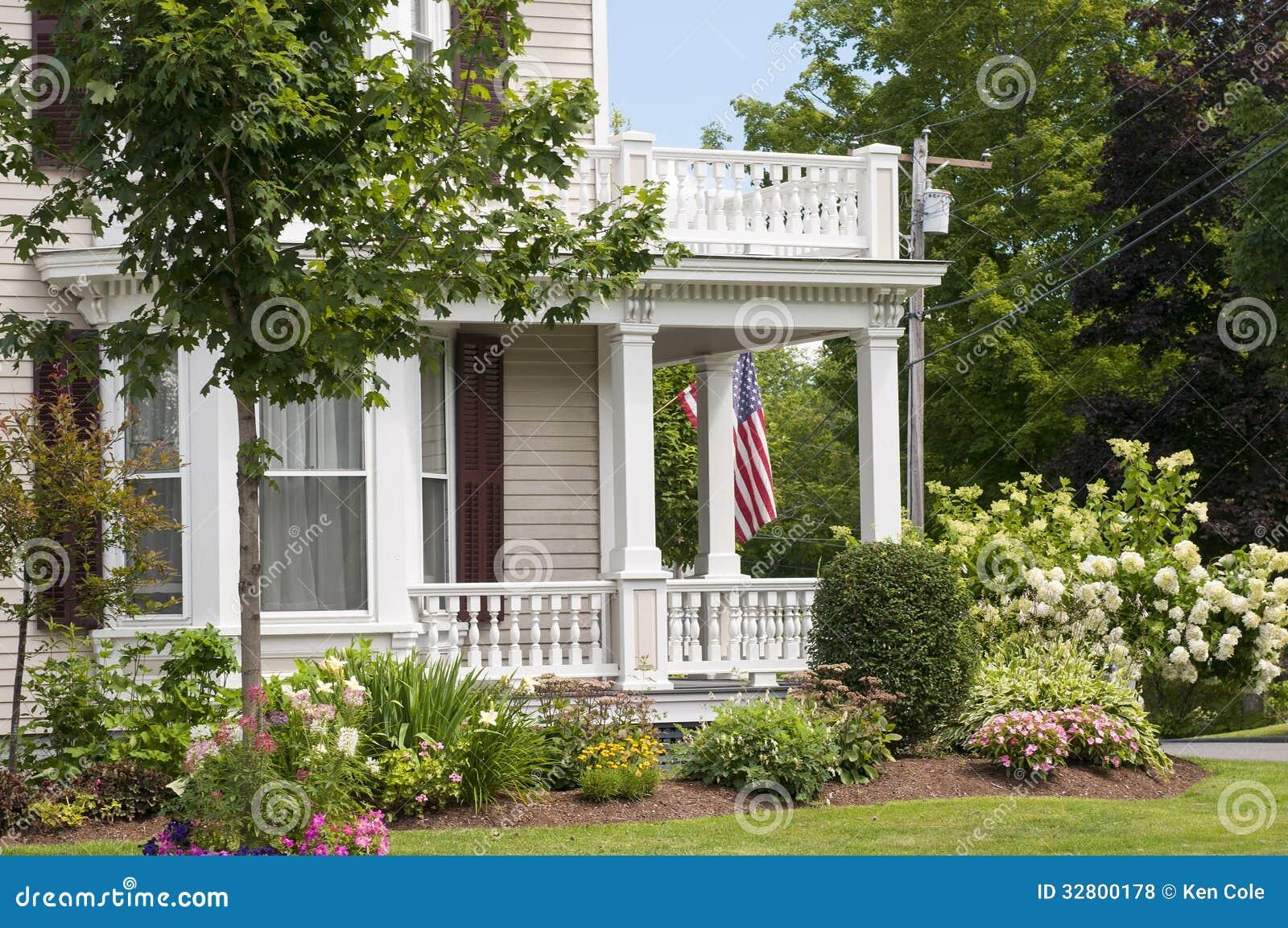 porche de maison de la nouvelle angleterre photo stock. Black Bedroom Furniture Sets. Home Design Ideas