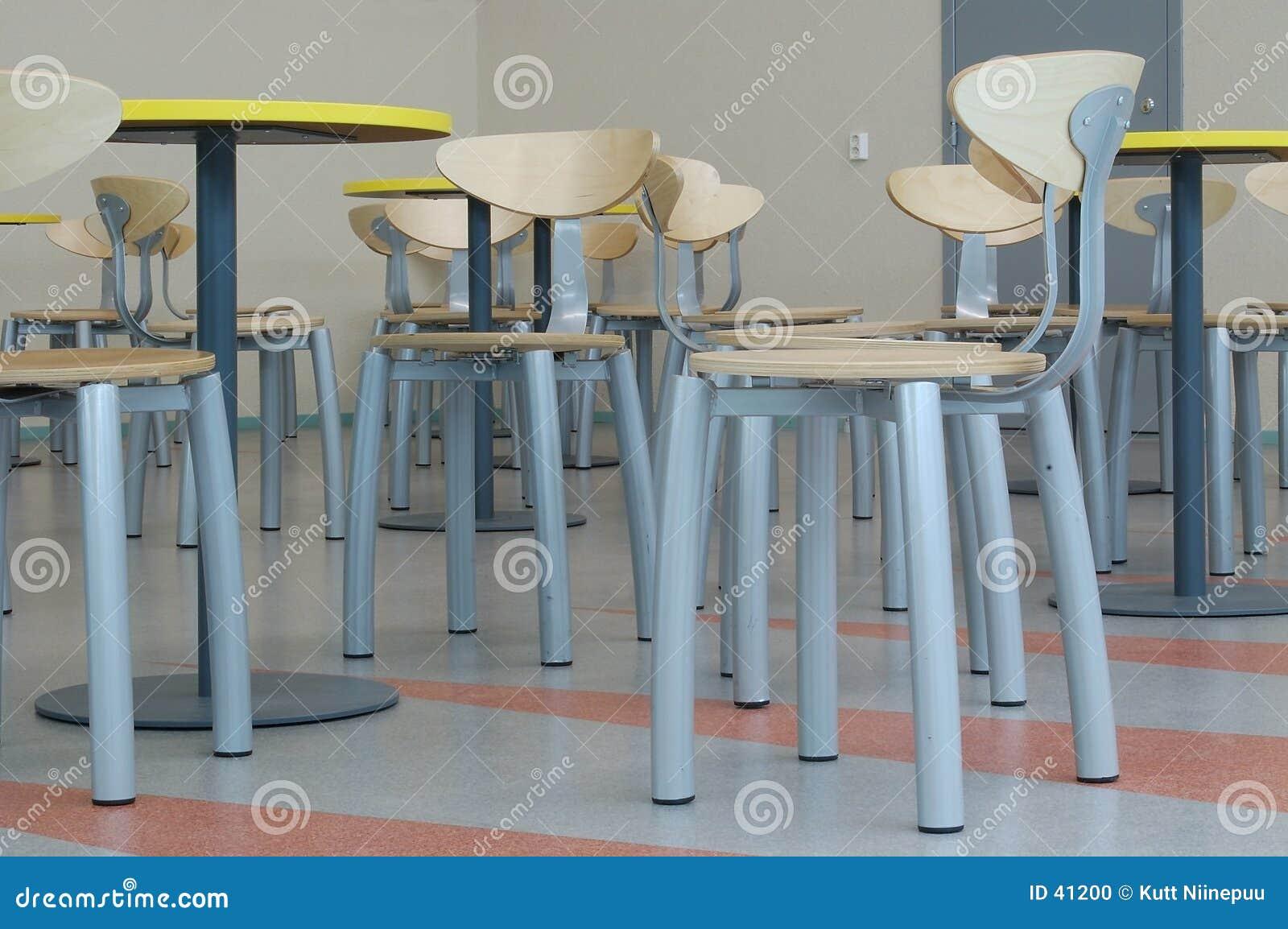 Porciones de sillas vacías