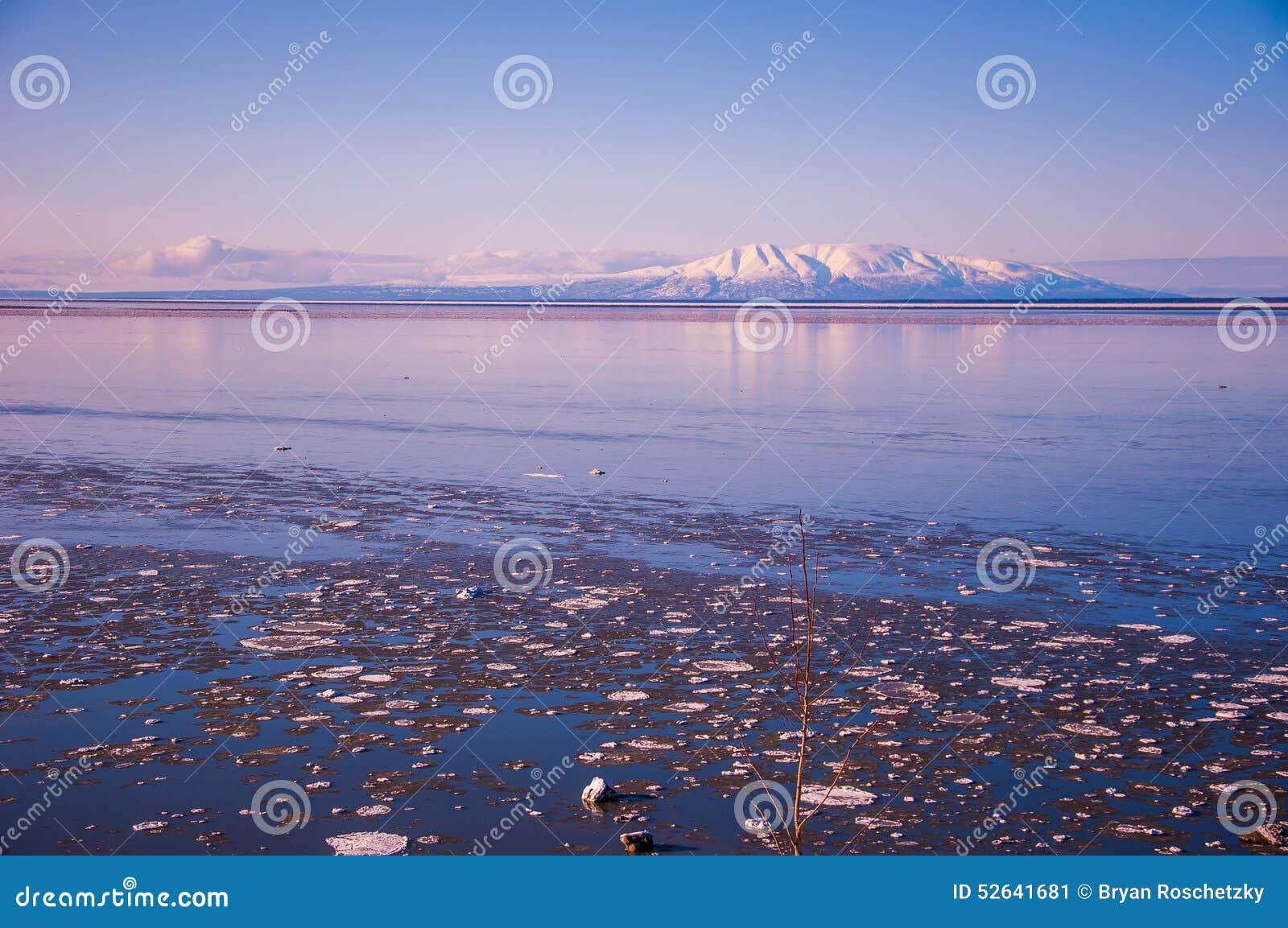 Porciones granangulares de la señora el dormir de los volcanes de Alaska de hielo