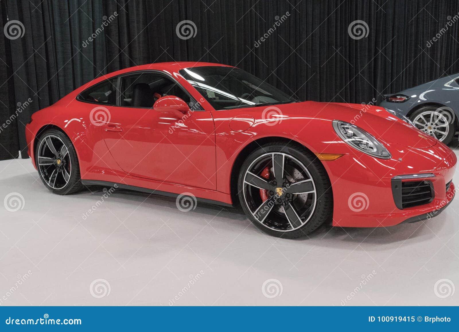 Porsche 911 Carrera 4S su esposizione