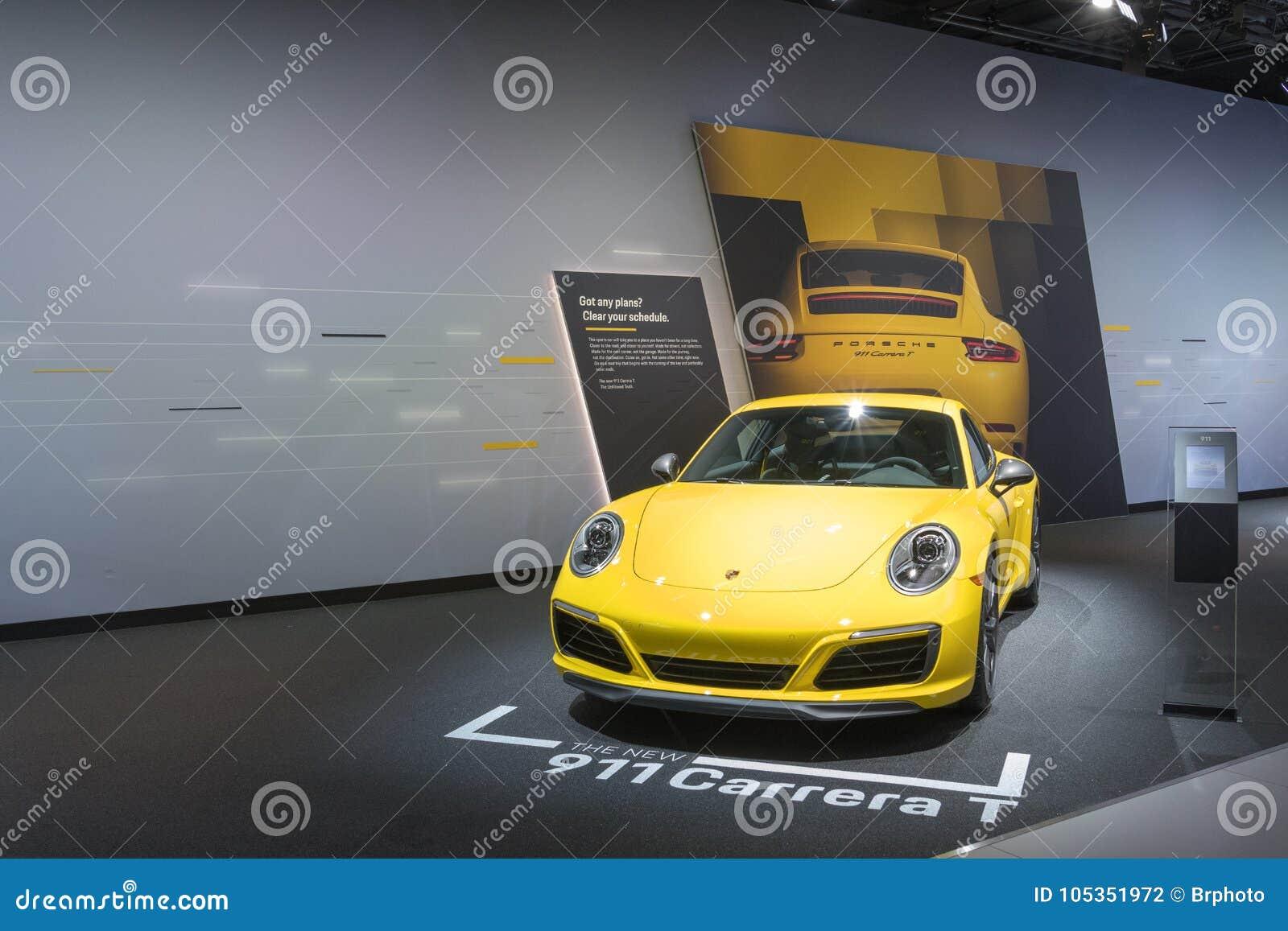 Porsche 911 Carrera T auf Anzeige während LA Automobilausstellung