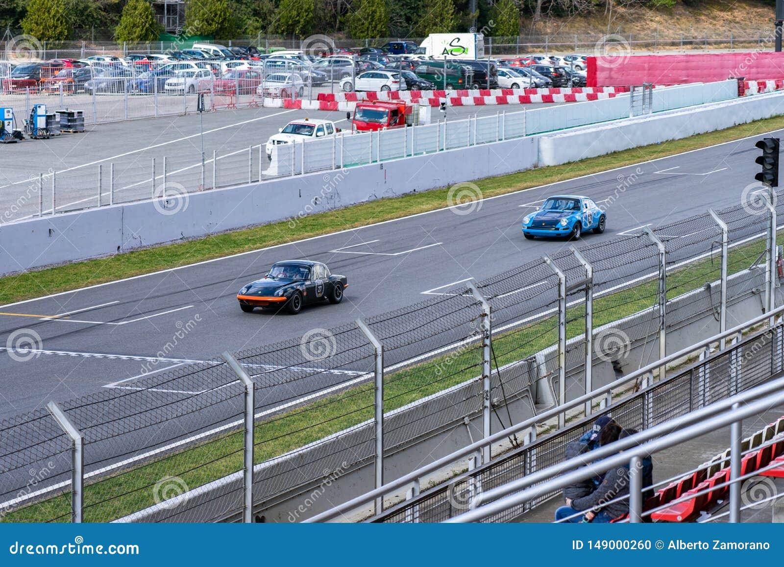 Porsche 911 Lotus Elan nella manifestazione di automobile montjuic del circuito di Barcellona di spirito