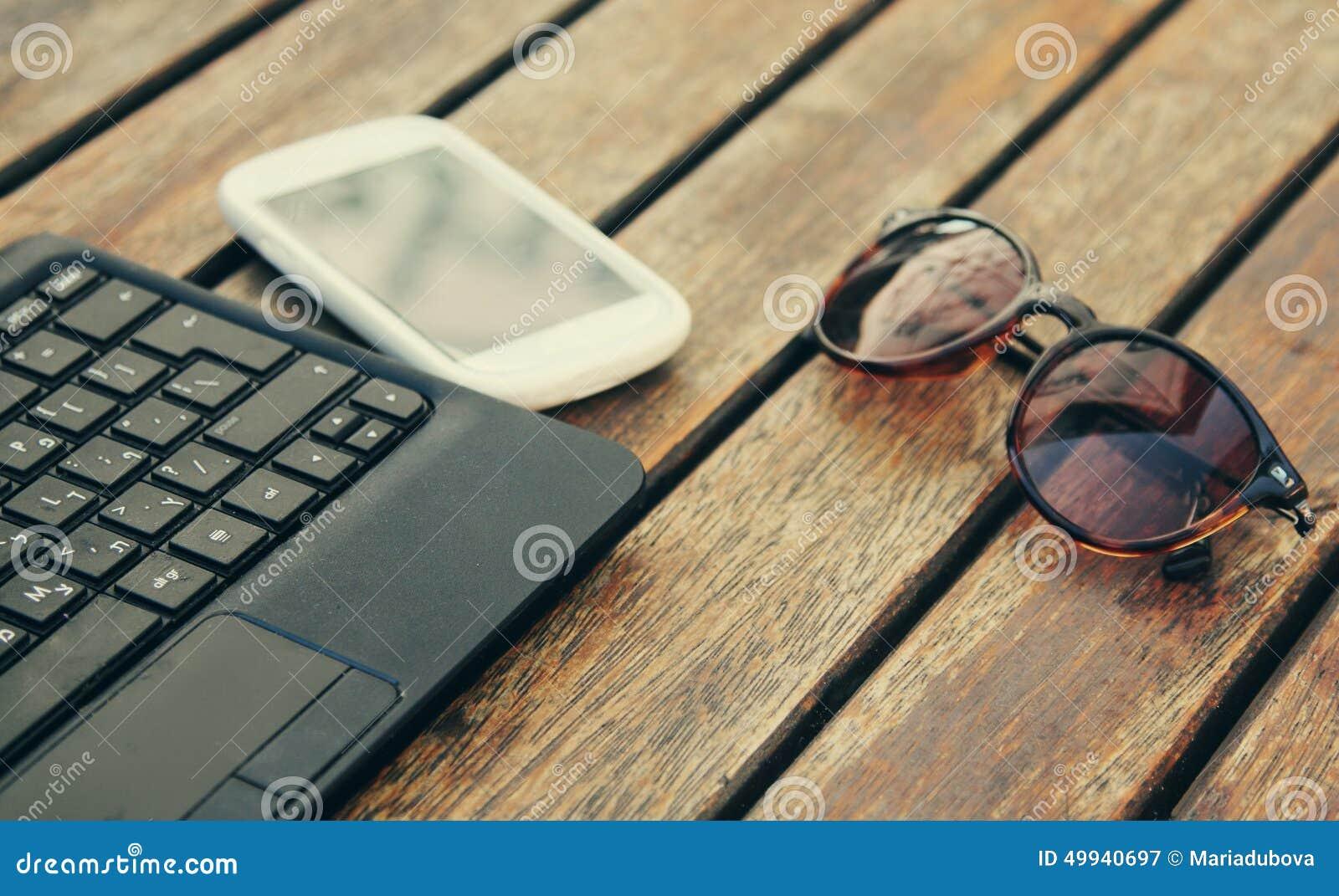 Portátil com telefone esperto