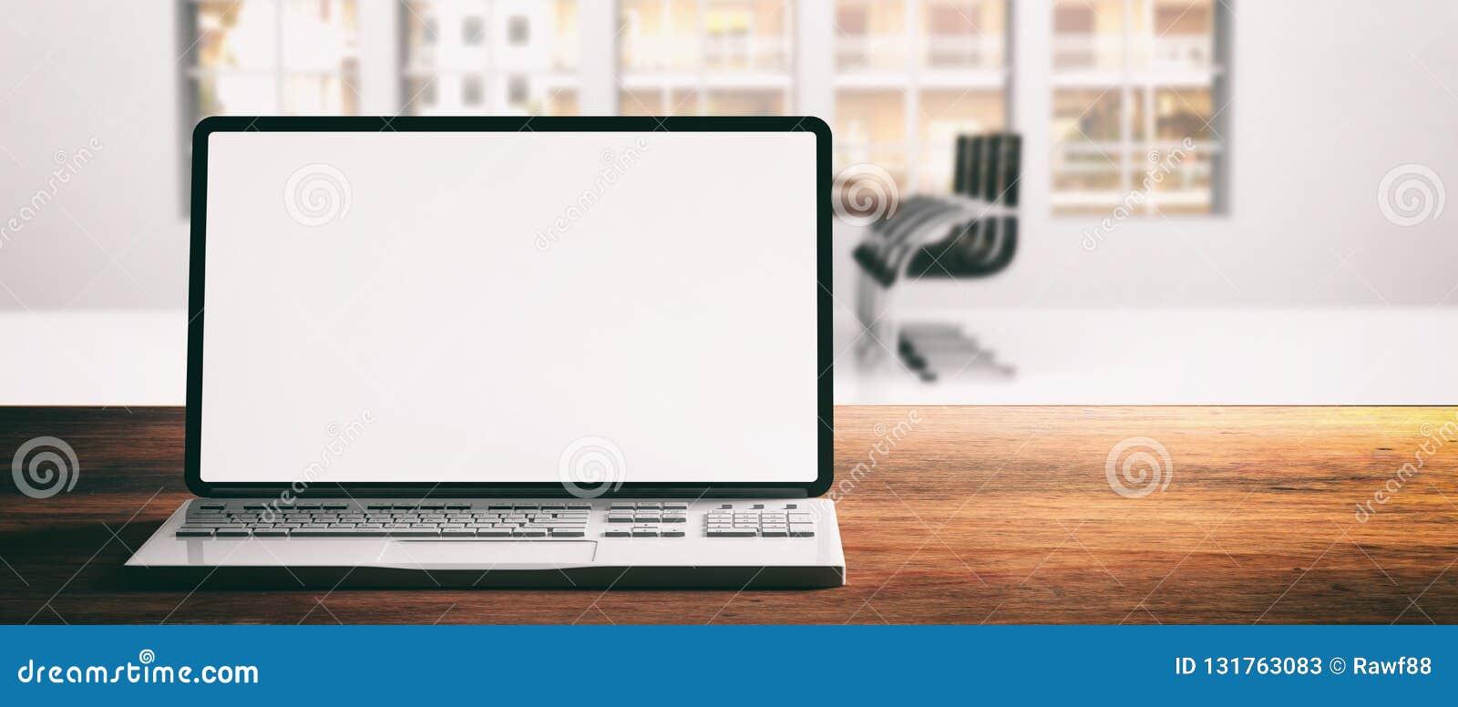 Portátil do computador com tela vazia, em uma mesa de madeira, fundo do escritório do borrão, bandeira