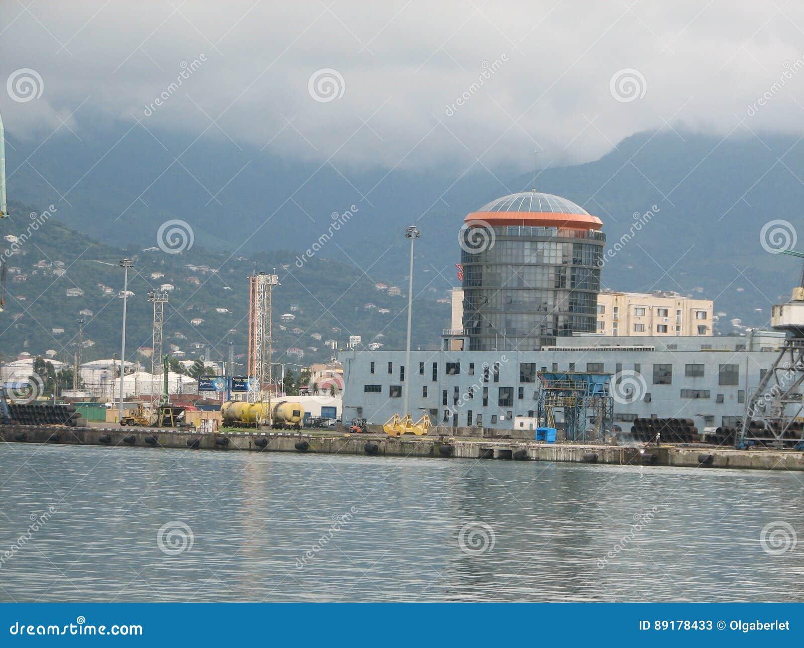 Port av Batumi, Adjara, Georgia Lastfartyg för kommersiella sändningar