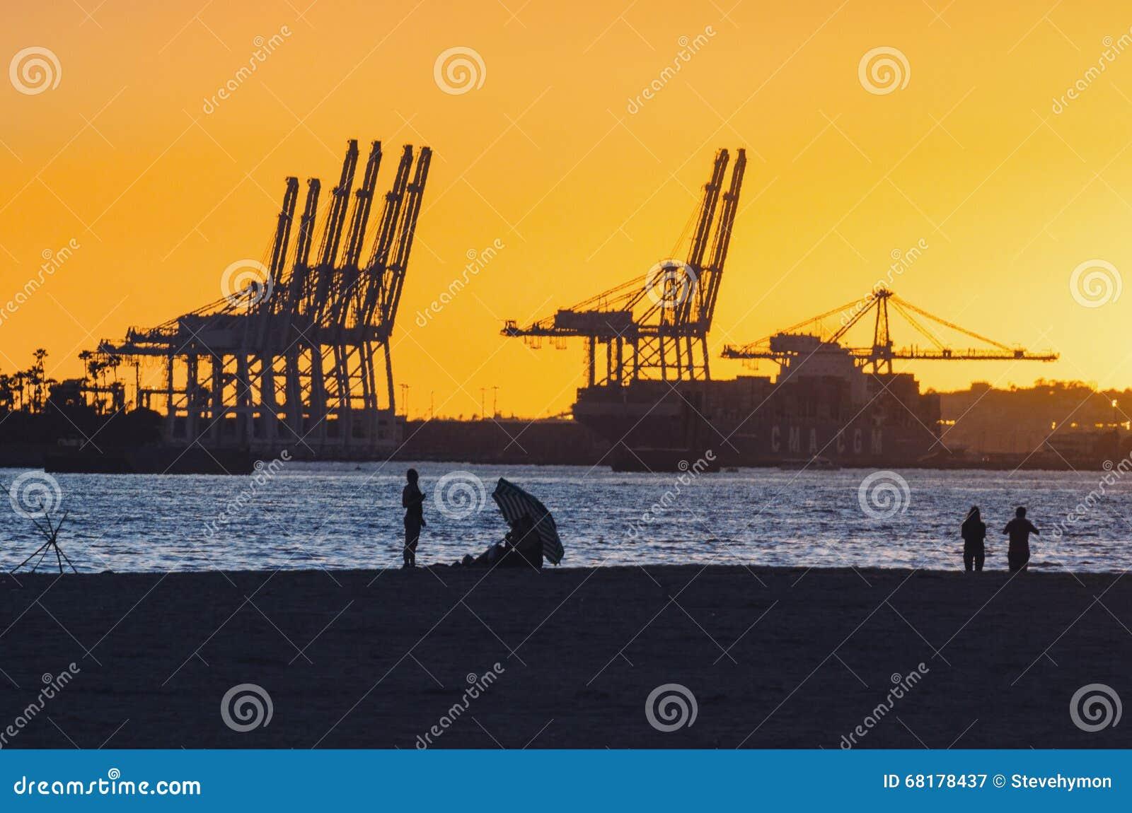 Port av Long Beach på solnedgången