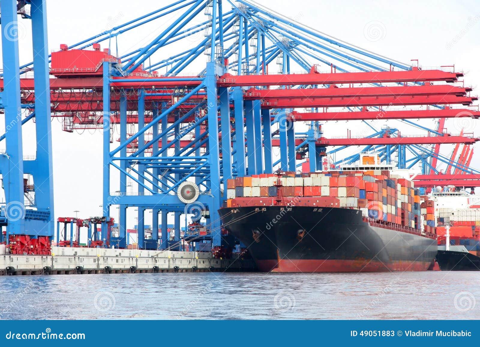 port de hambourg sur la rivi 232 re elbe le plus grand port en allemagne photo stock image 49051883