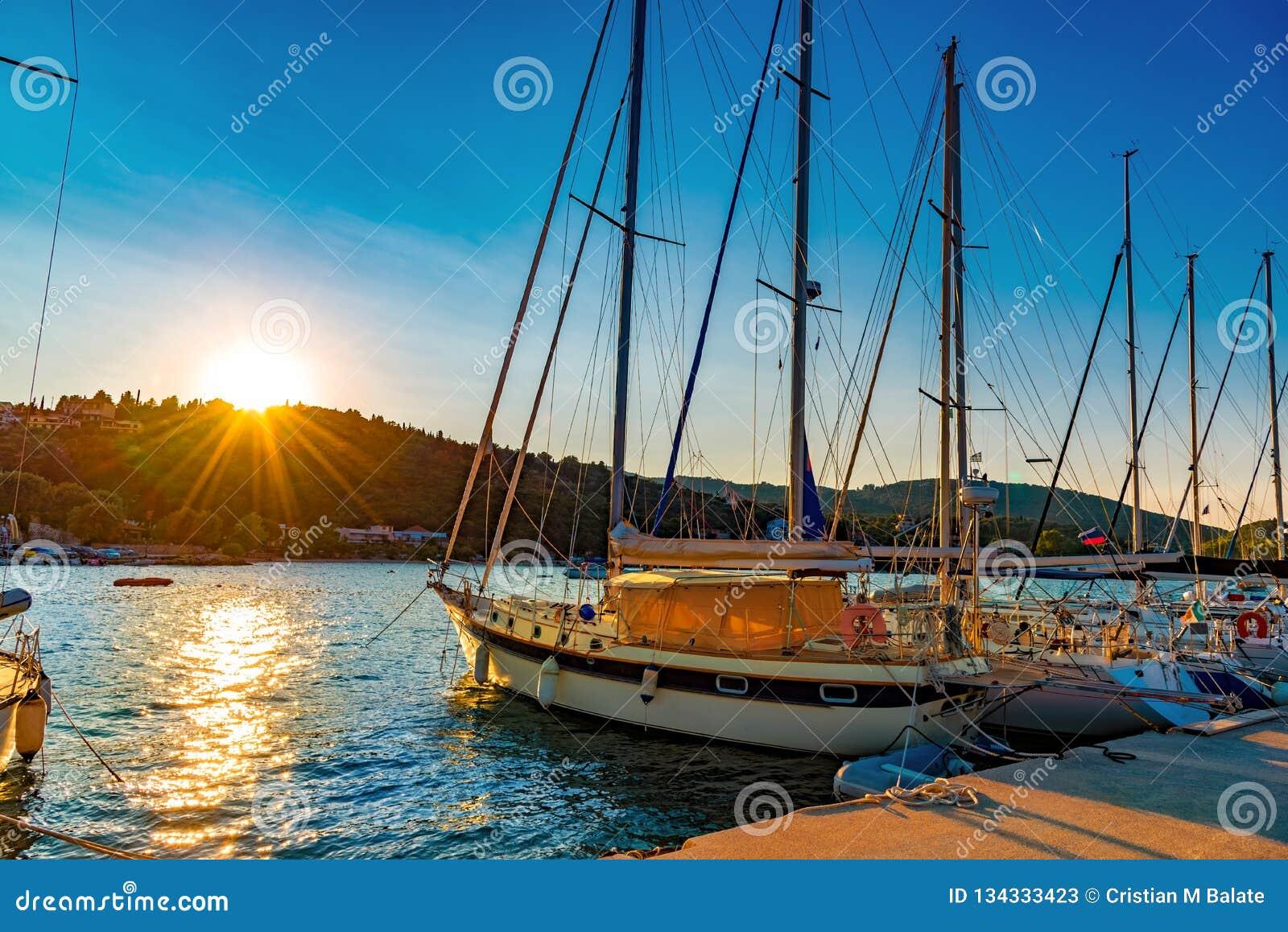 Port de Nydri, bateaux à voile grecs traditionnels à Leucade