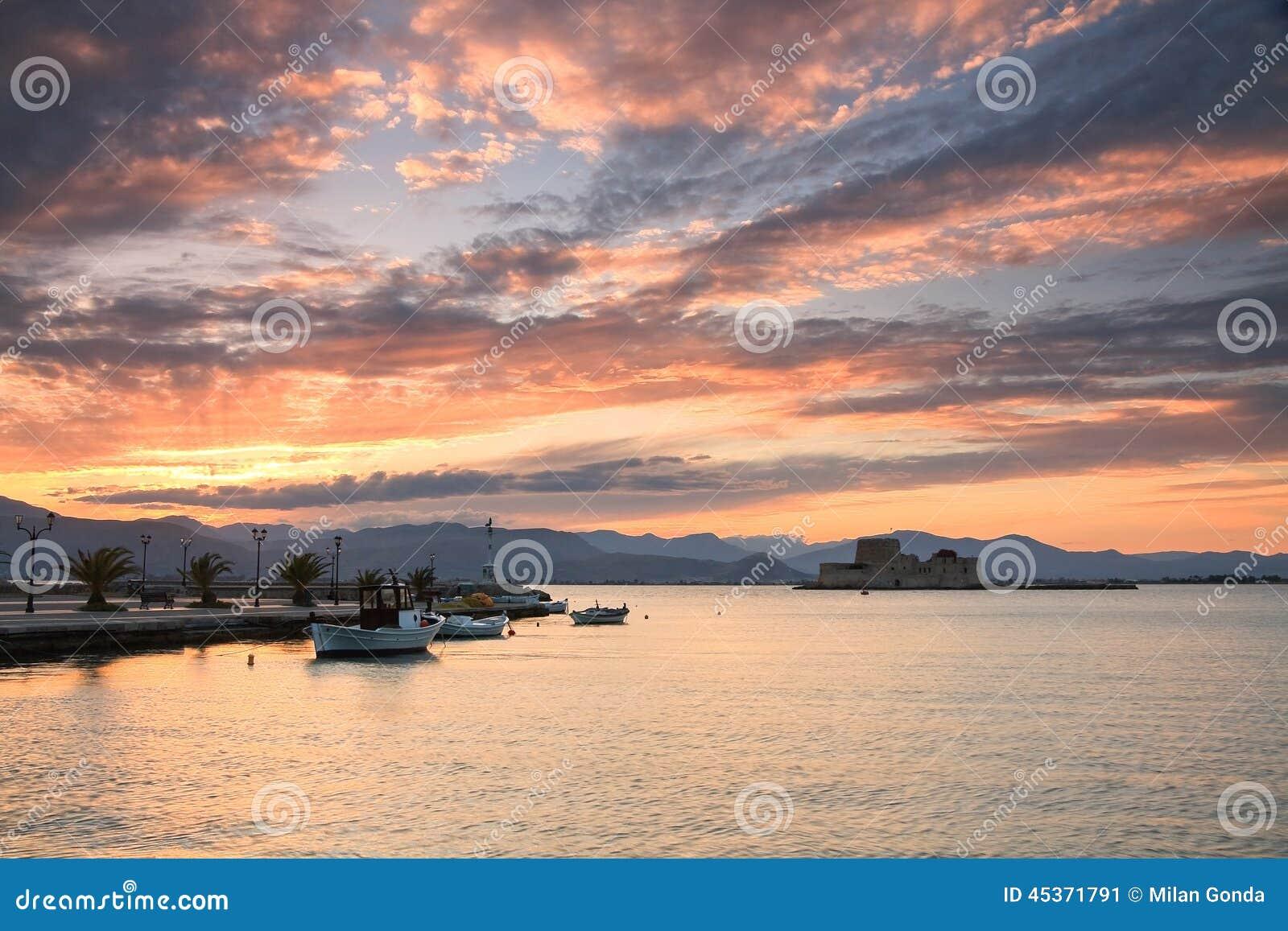 Port de pêche dans Nafplio, Grèce