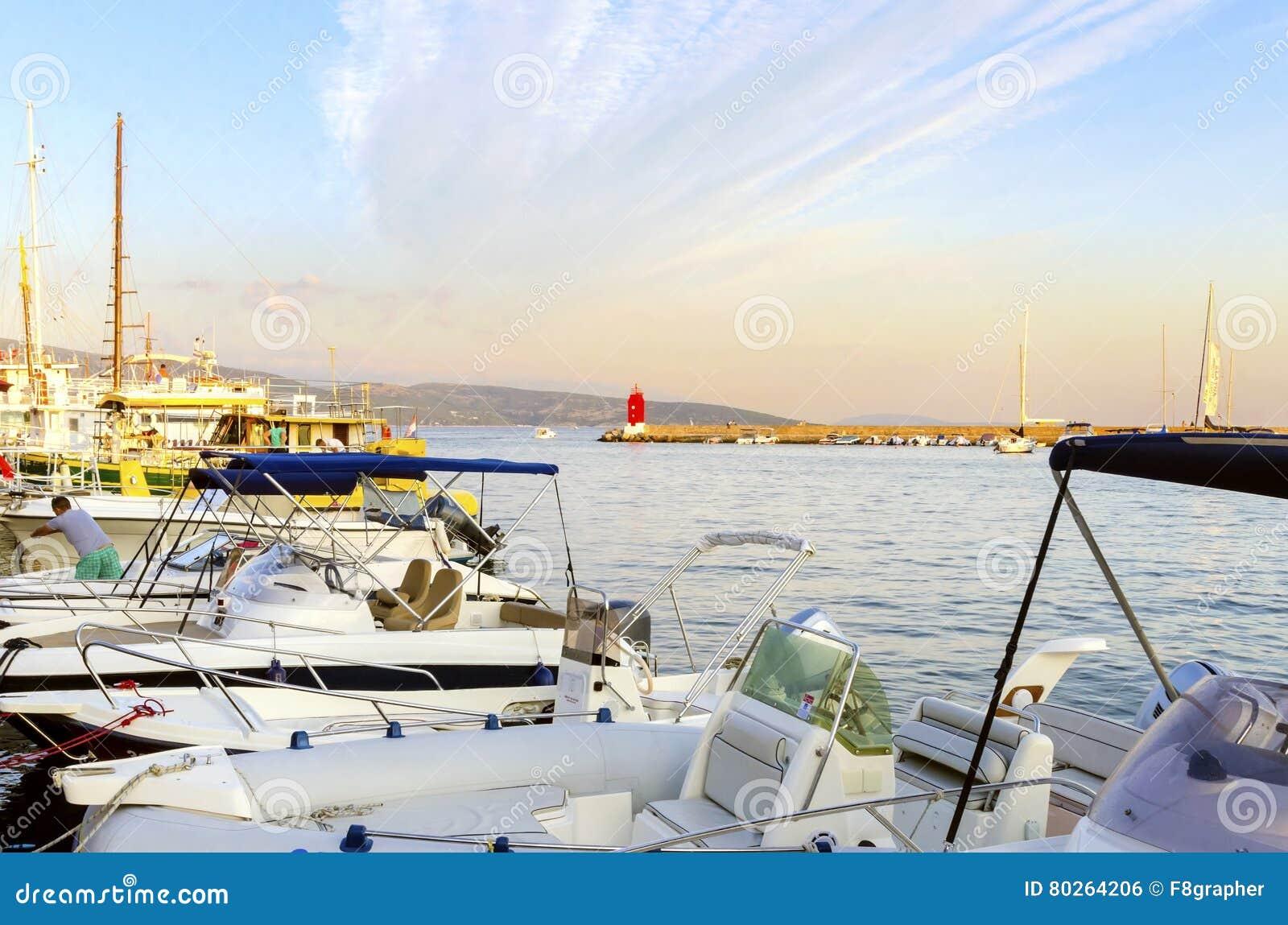 Port de ville de Krk, Croatie