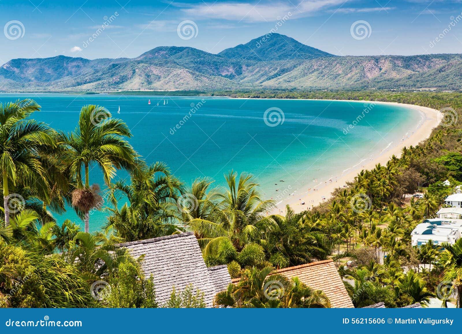 Port- Douglasstrand und Ozean am sonnigen Tag, Queensland