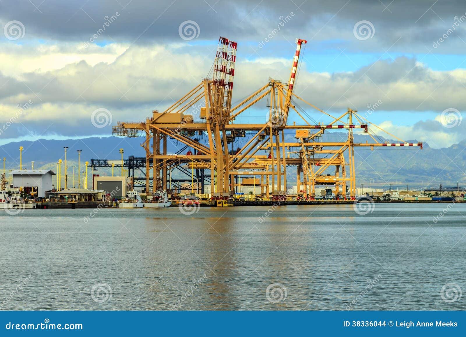 Port Of Honolulu >> Port Of Honolulu Stock Photo Image Of Port Docks Mountains 38336044