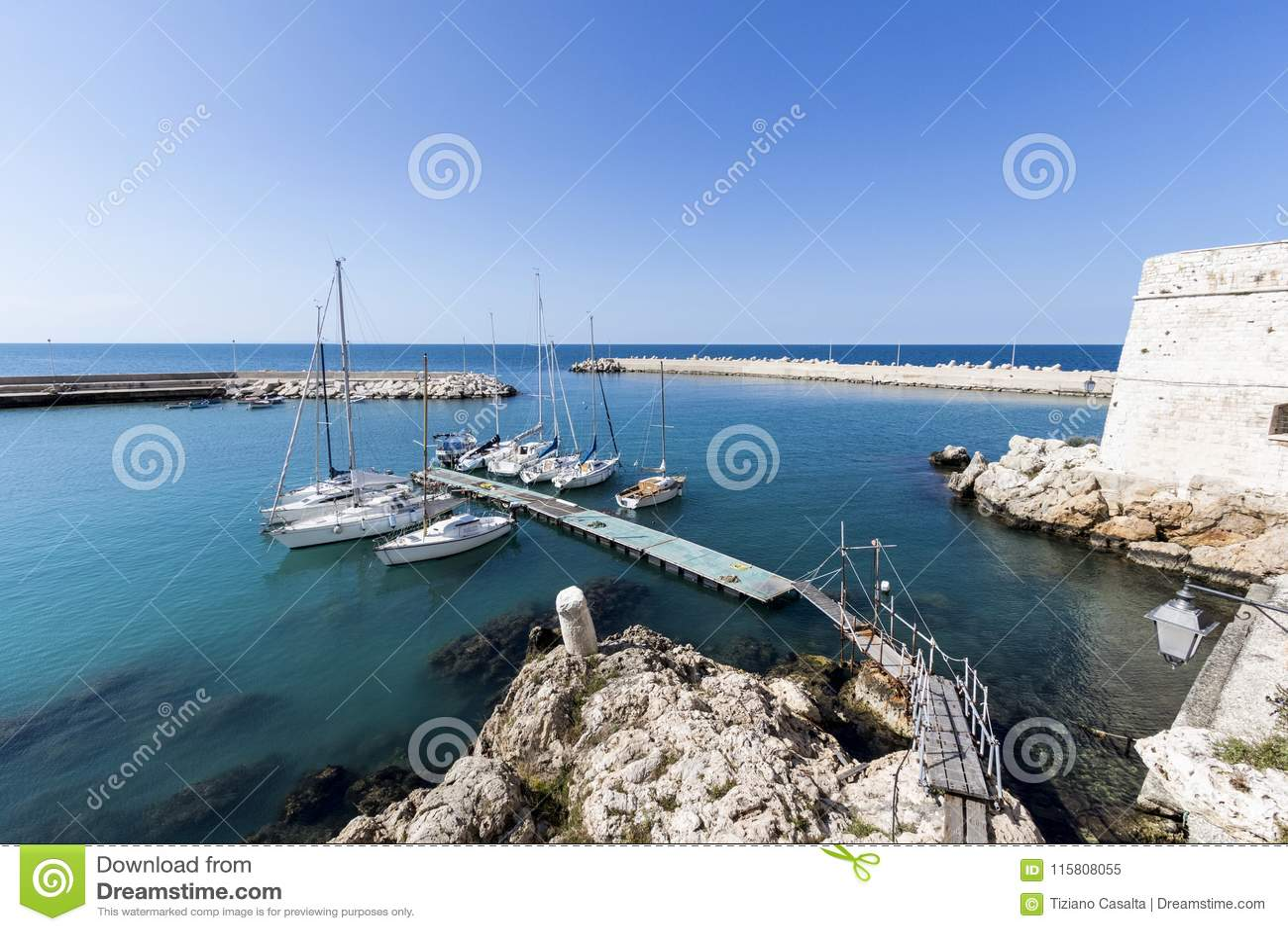 Port maritime en Puglia Italie