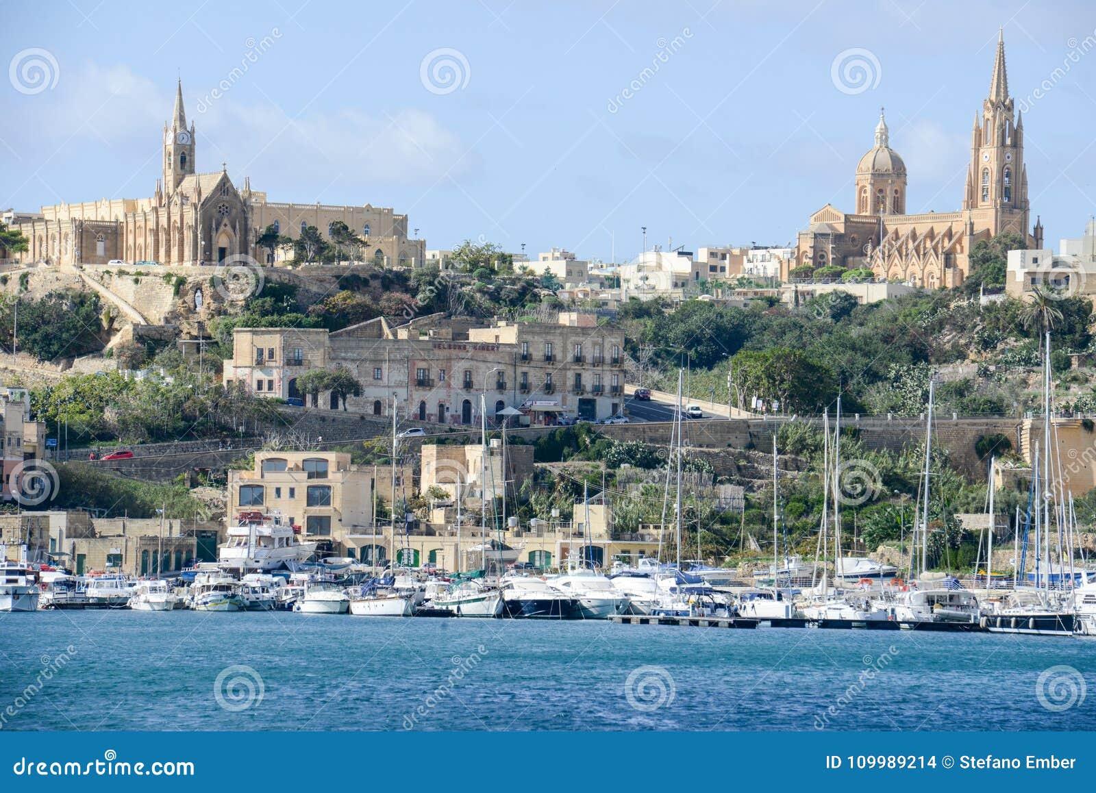 Port Mgarr na małej wyspie Gozo, Malta -