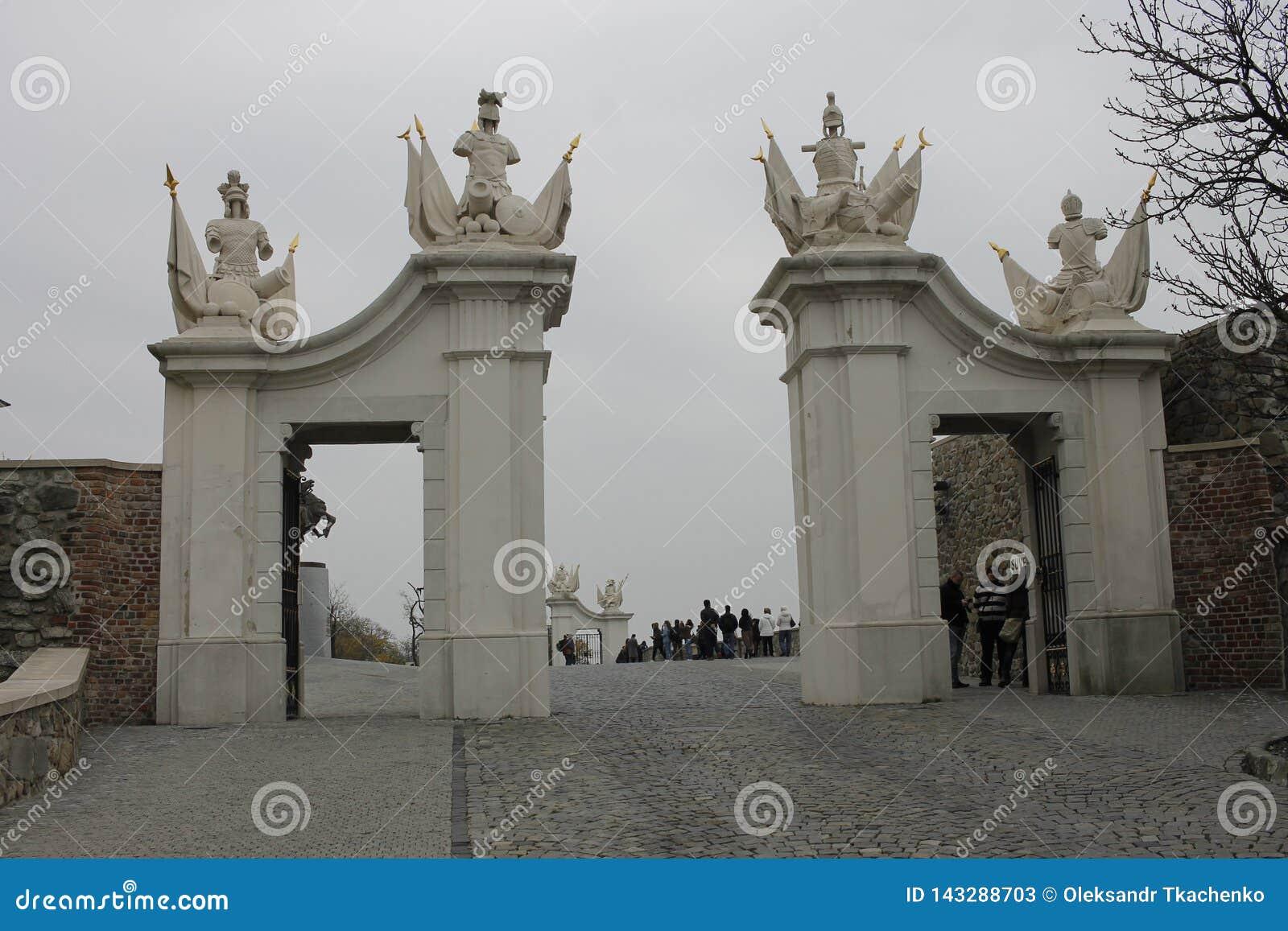 Port p? den Bratislava slotten - huvudstad av Slovakien, Europa