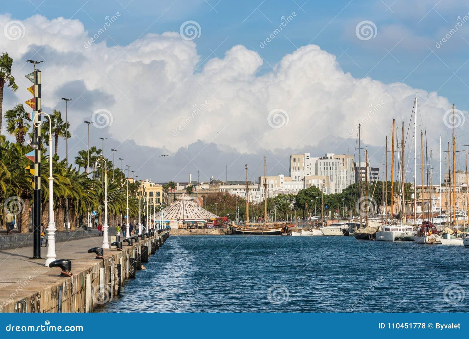 Port Vell - marina i Barcelona, Spanien